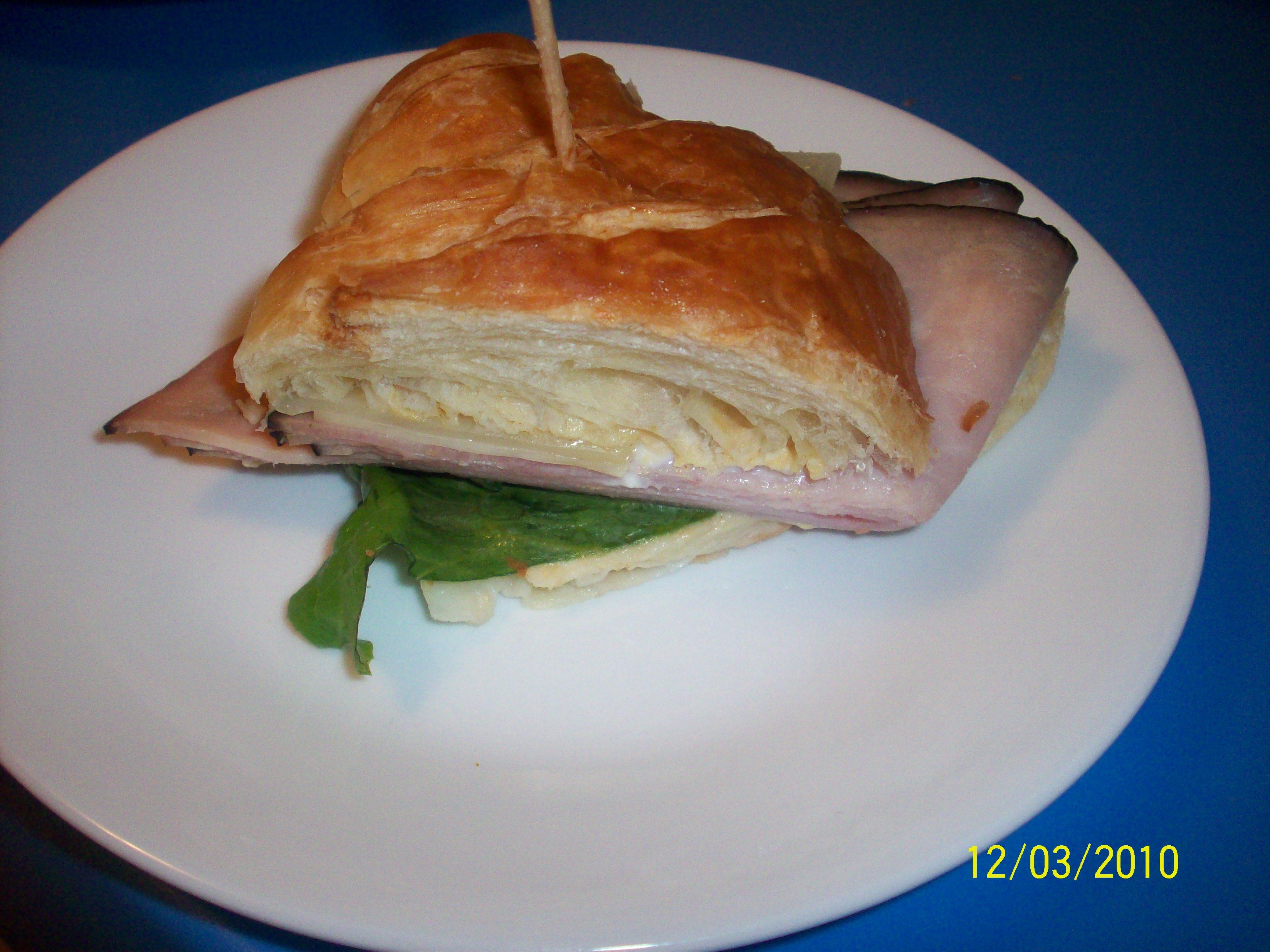 http://foodloader.net/cutie_2010-03-12_turkey_sandwich.jpg