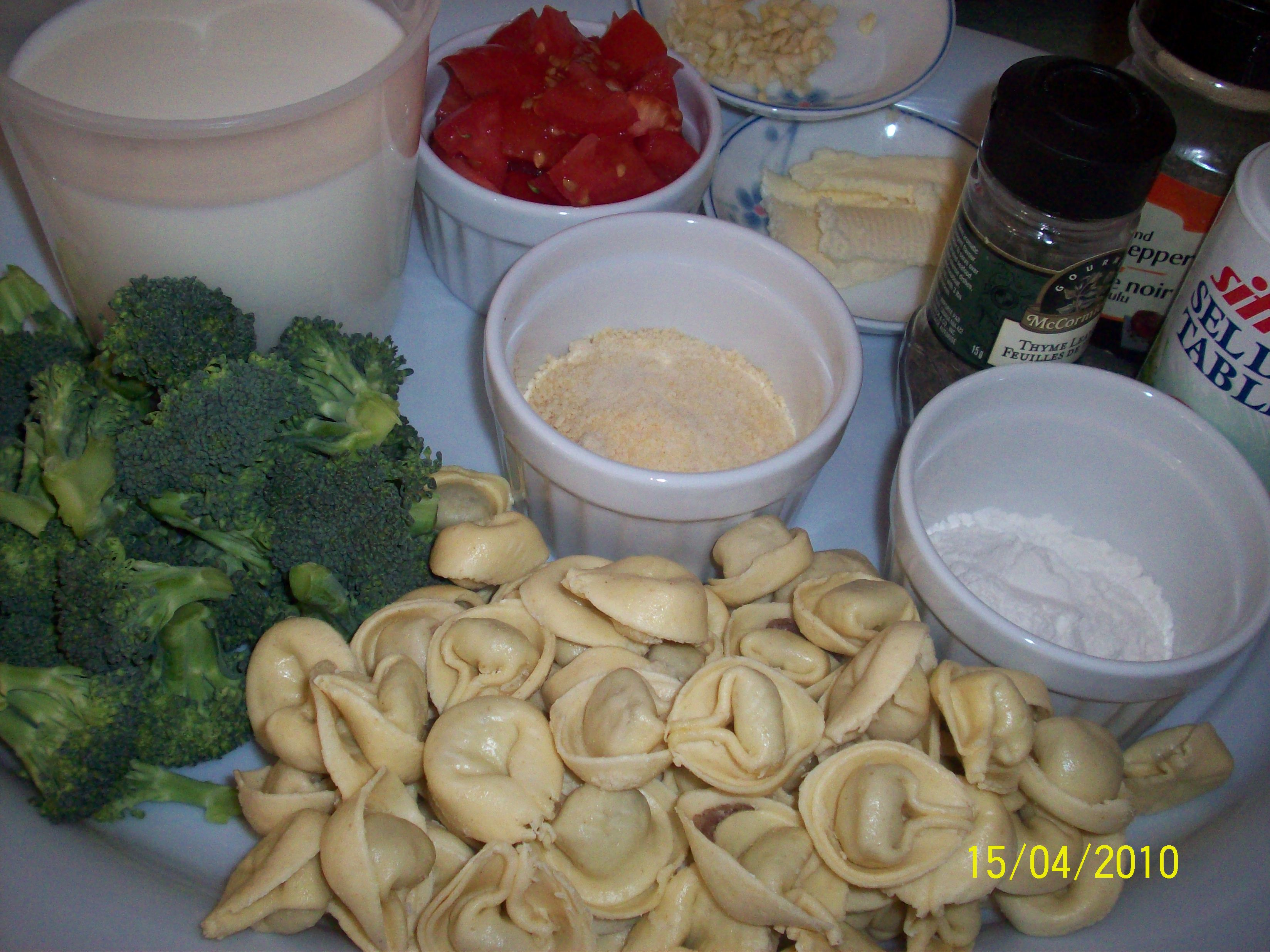 http://foodloader.net/cutie_2010-04-15_Tortellini_with_Roasted_Cauliflower_and_Tomatoes1.jpg