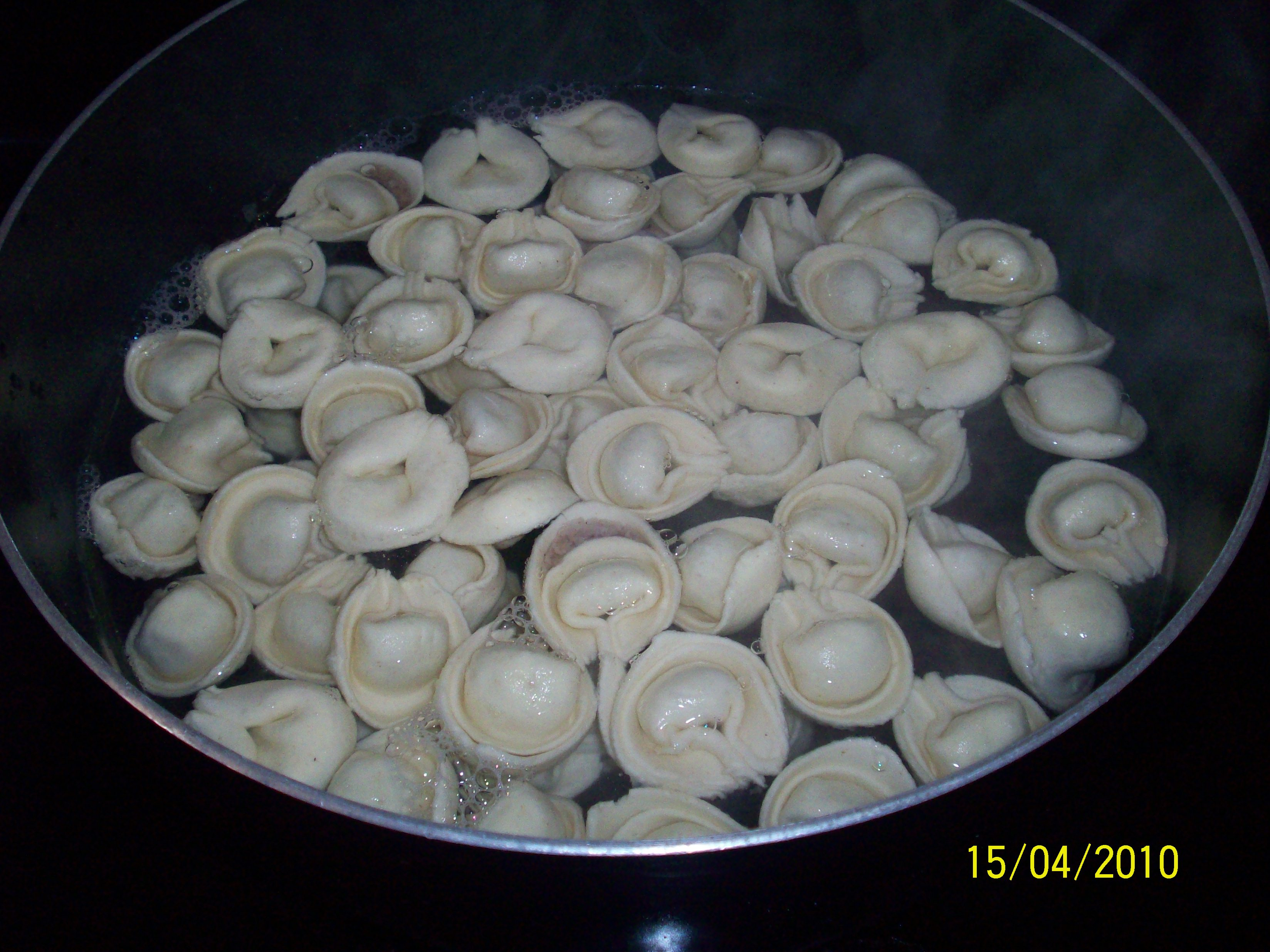 http://foodloader.net/cutie_2010-04-15_Tortellini_with_Roasted_Cauliflower_and_Tomatoes2.jpg