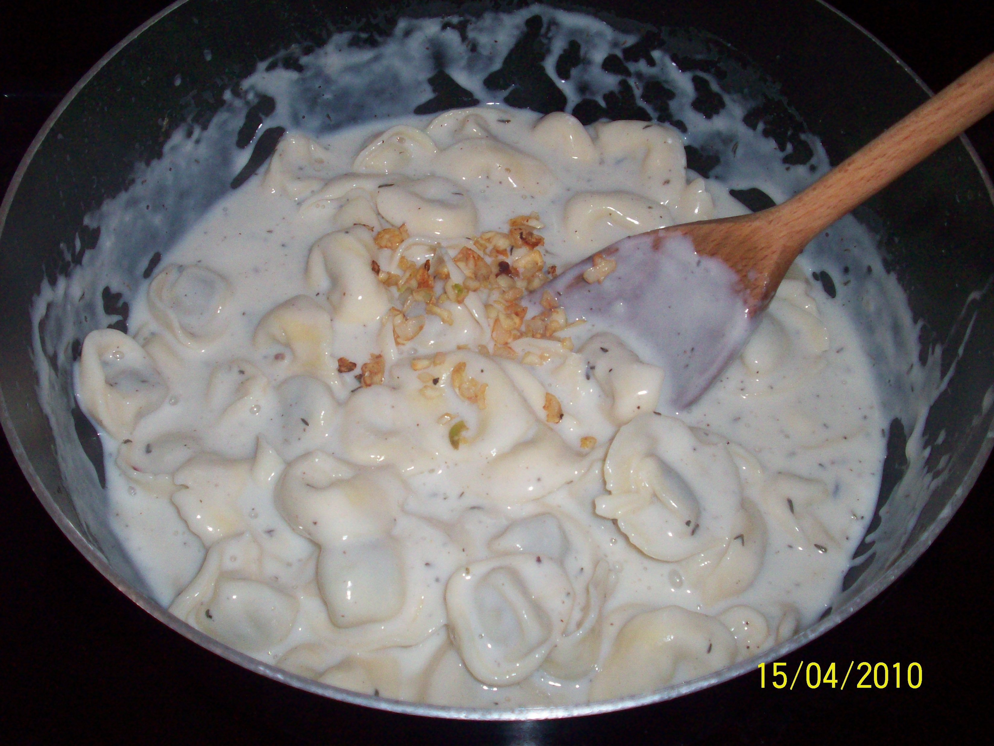 http://foodloader.net/cutie_2010-04-15_Tortellini_with_Roasted_Cauliflower_and_Tomatoes7.jpg