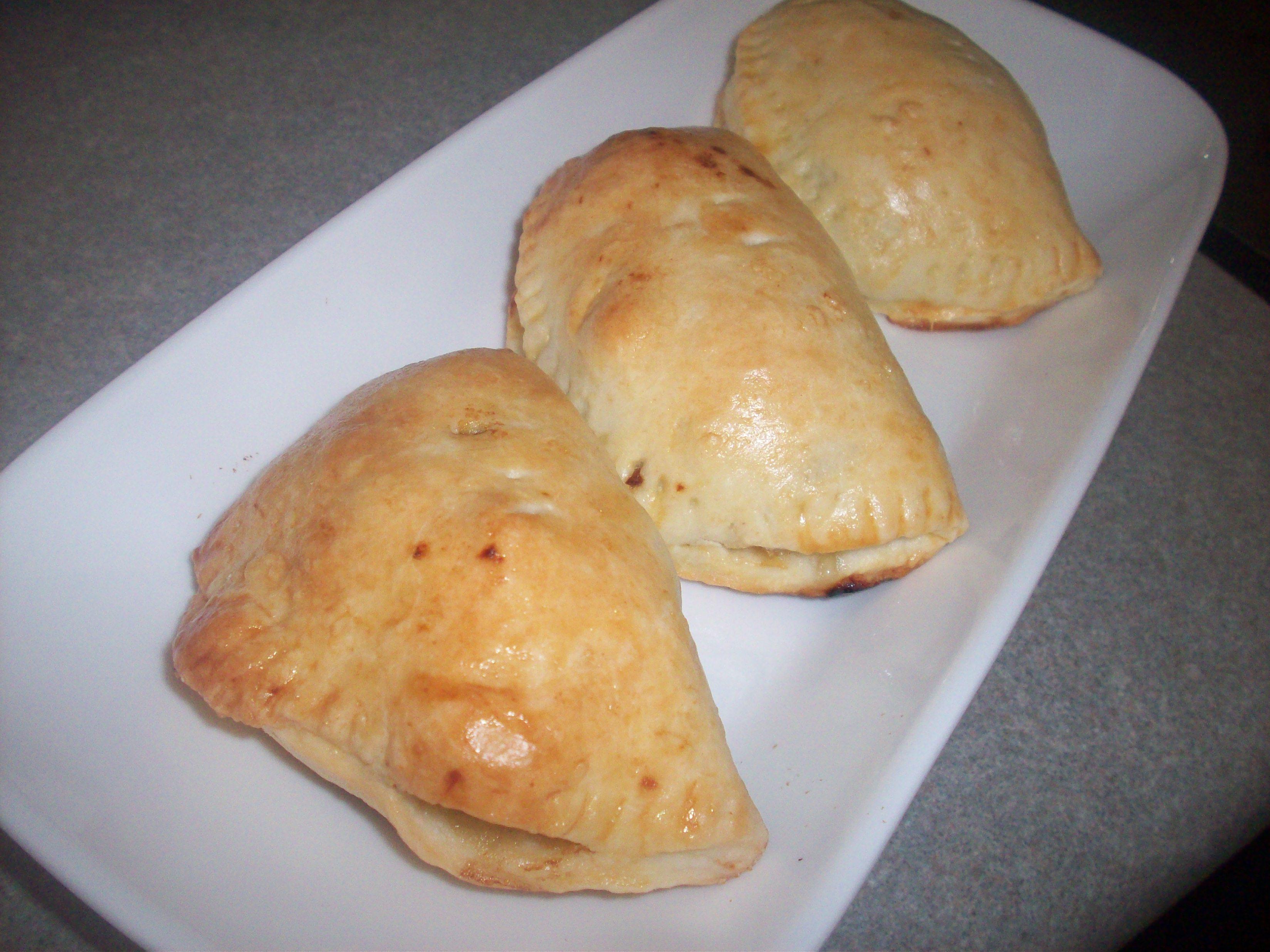 http://foodloader.net/cutie_2010-04-23_Chicken_Empanada.jpg