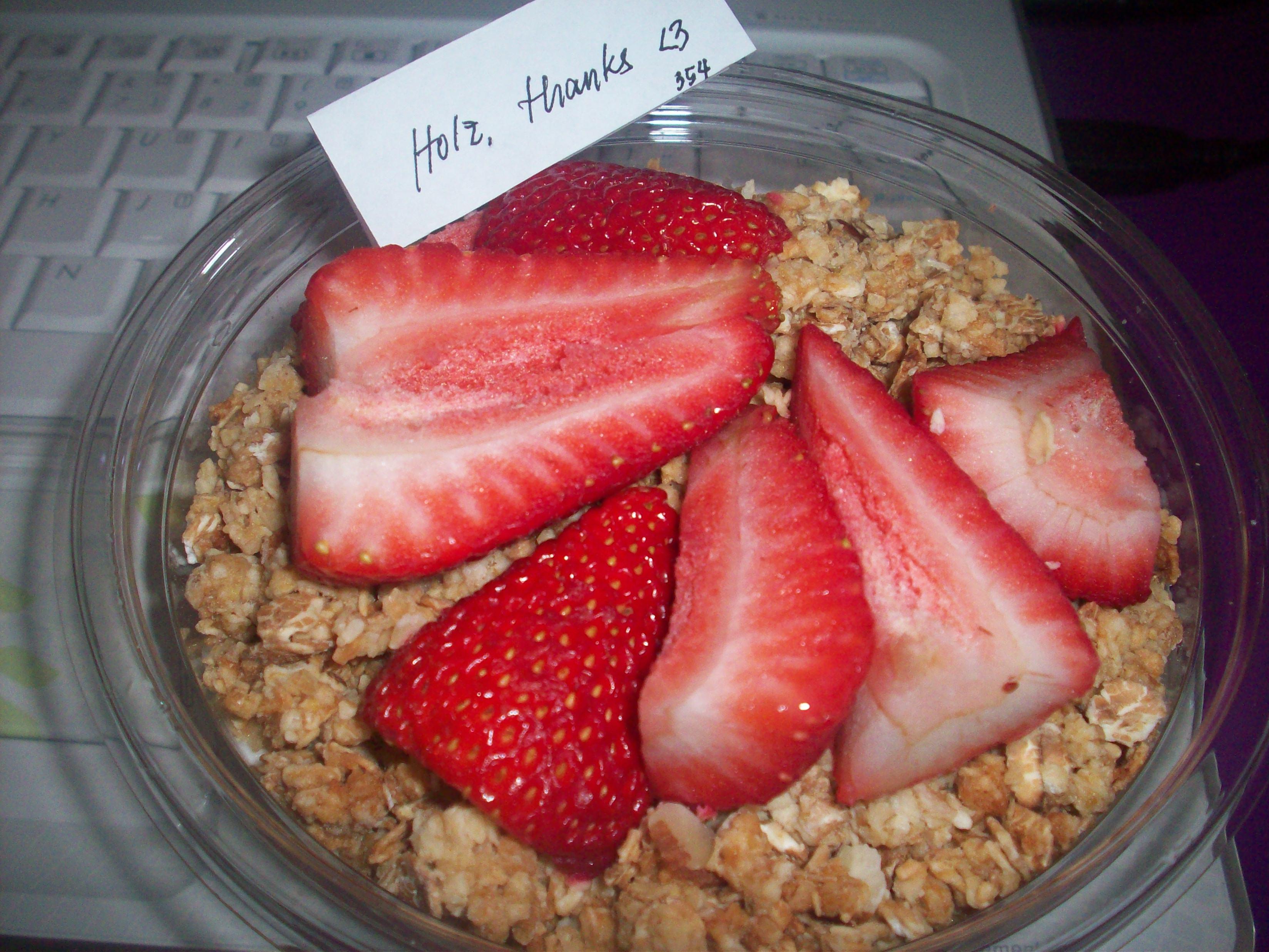 http://foodloader.net/cutie_2010-05-05_Strawberry_Yogurt_Bowl.jpg