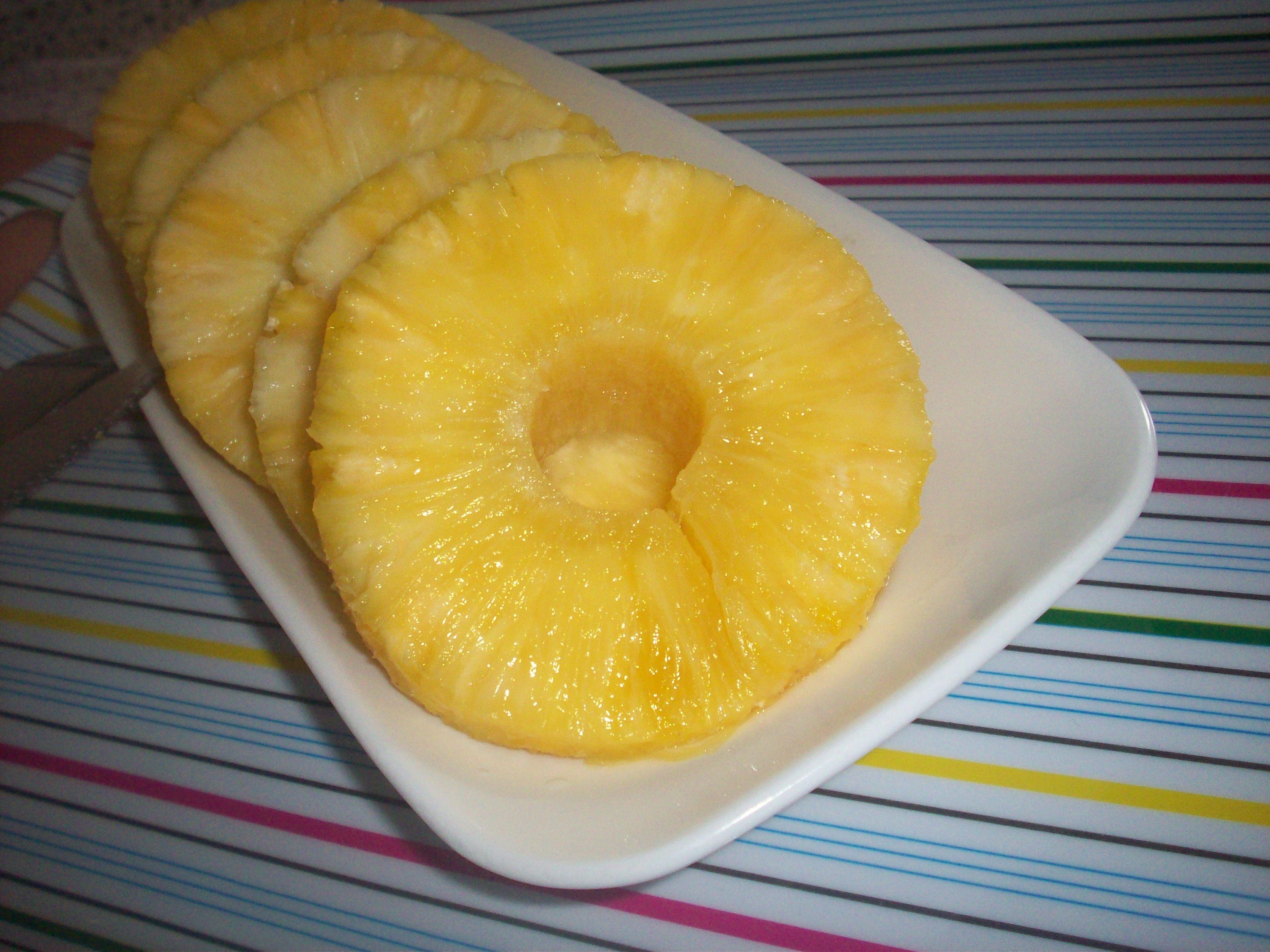 http://foodloader.net/cutie_2010-05-18_Pineapple.jpg
