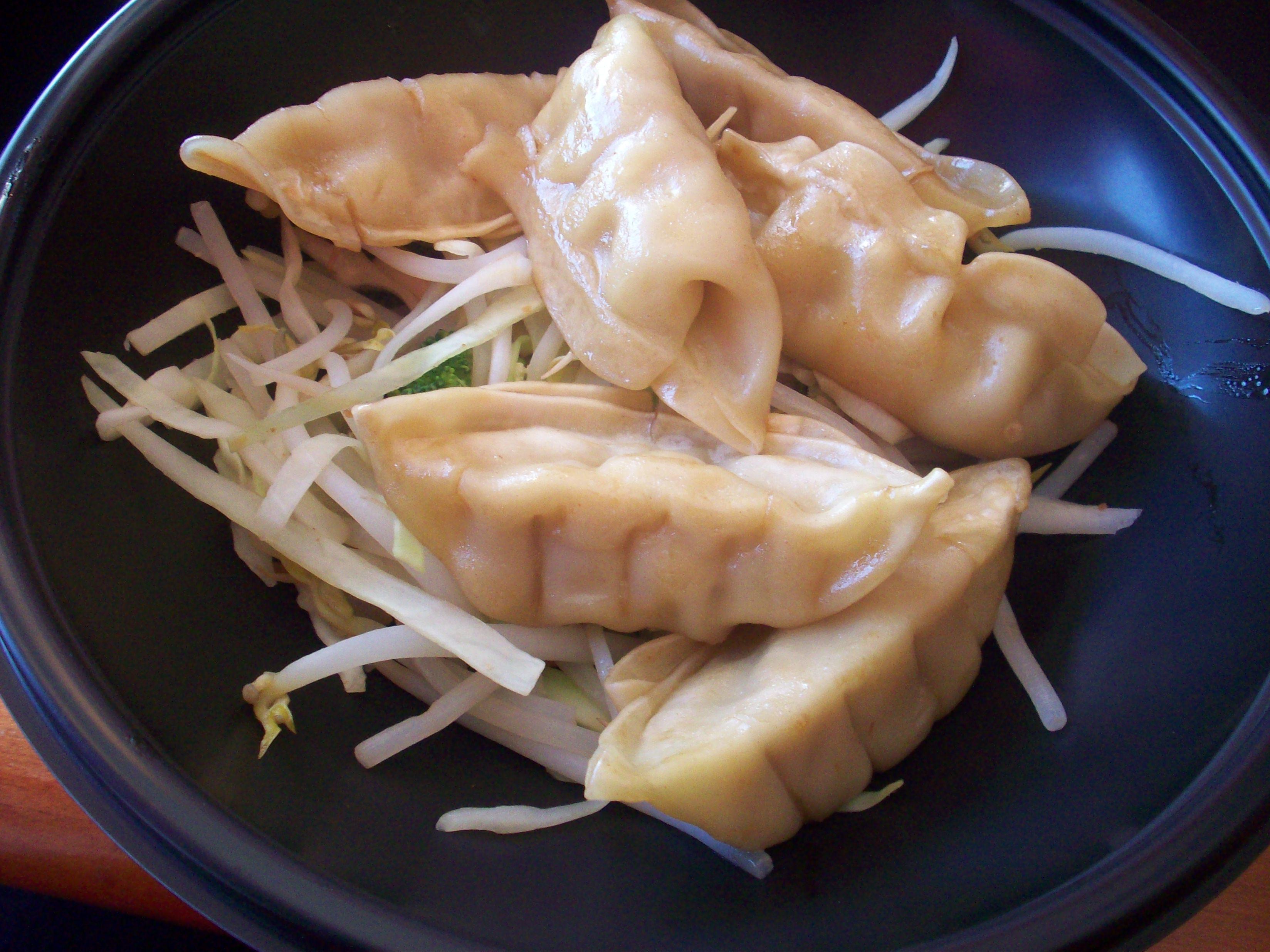 http://foodloader.net/cutie_2010-10-09_Gyoza_Dumplings.jpg