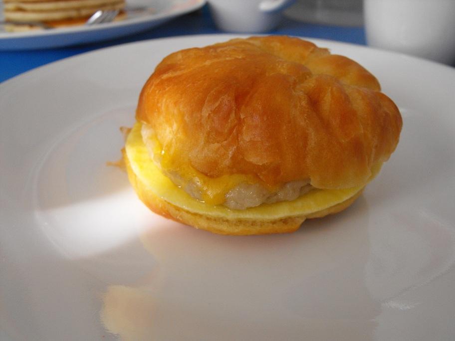 http://foodloader.net/cutie_2011-02-20_Croissant_sandwich.jpg