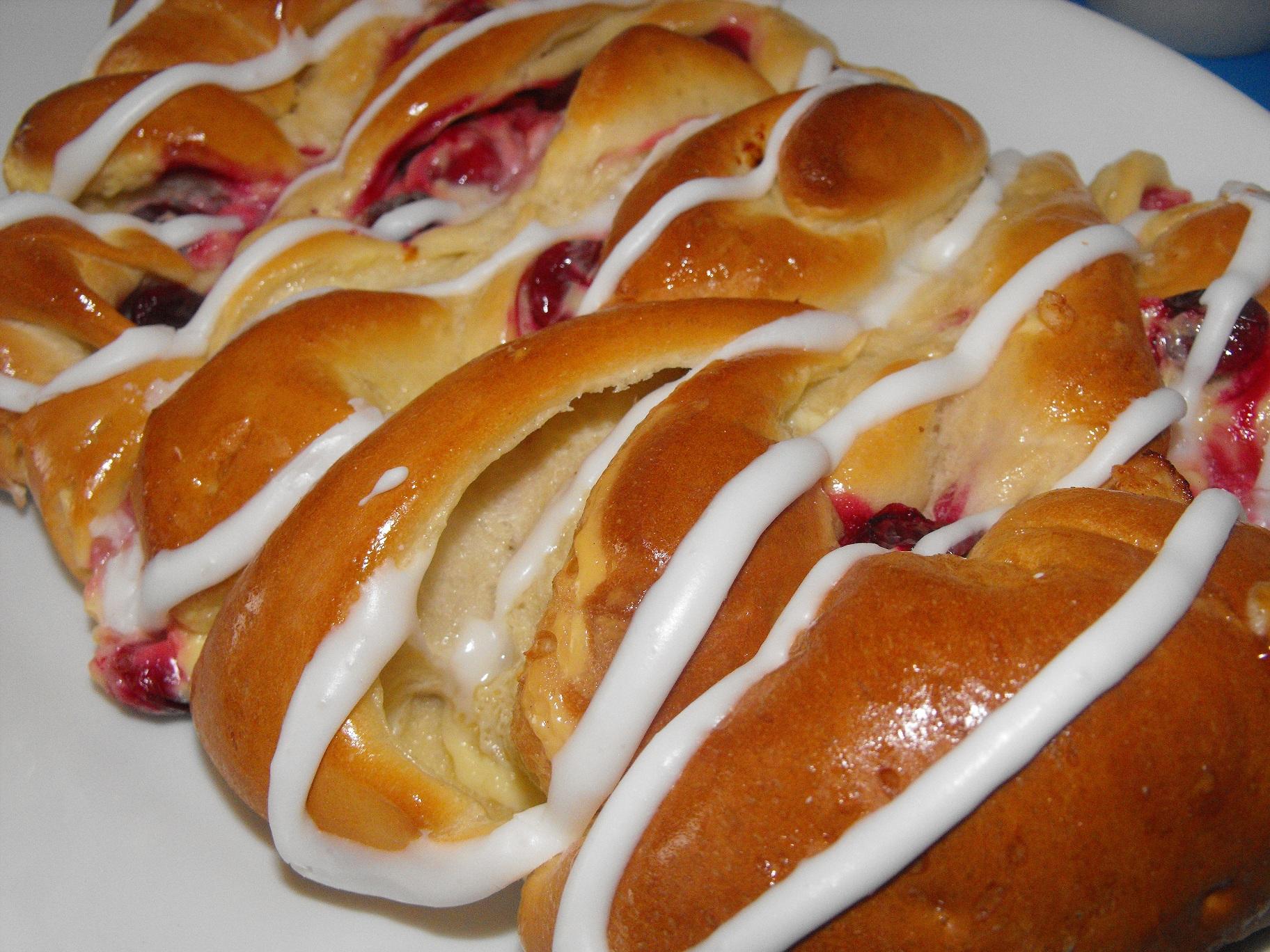 http://foodloader.net/cutie_2011-03-06_Cobs_Bread_Cranberry_Custard.jpg