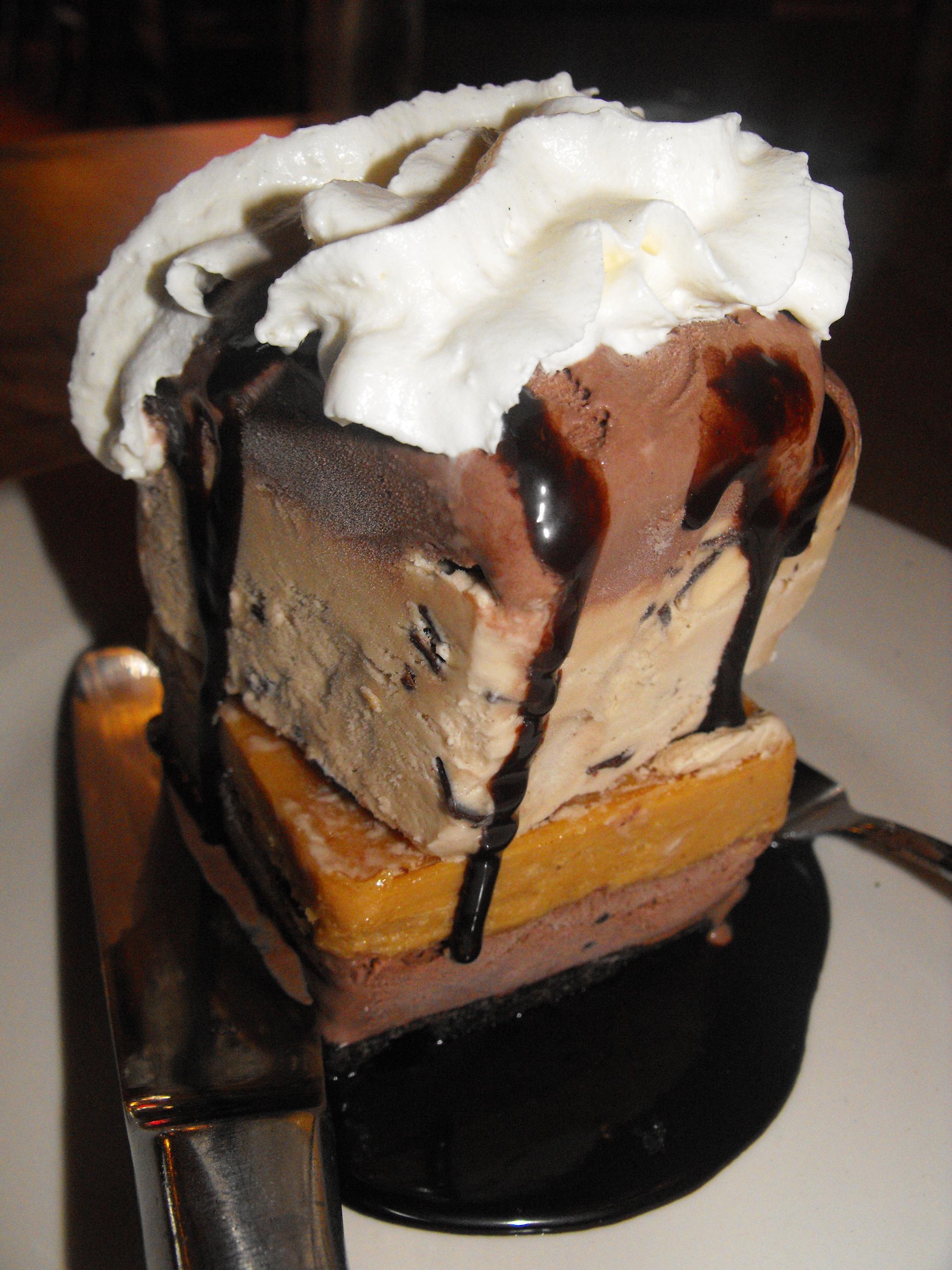 http://foodloader.net/cutie_2011-05-28_Montanas_Mud_Pie_Cake.jpg