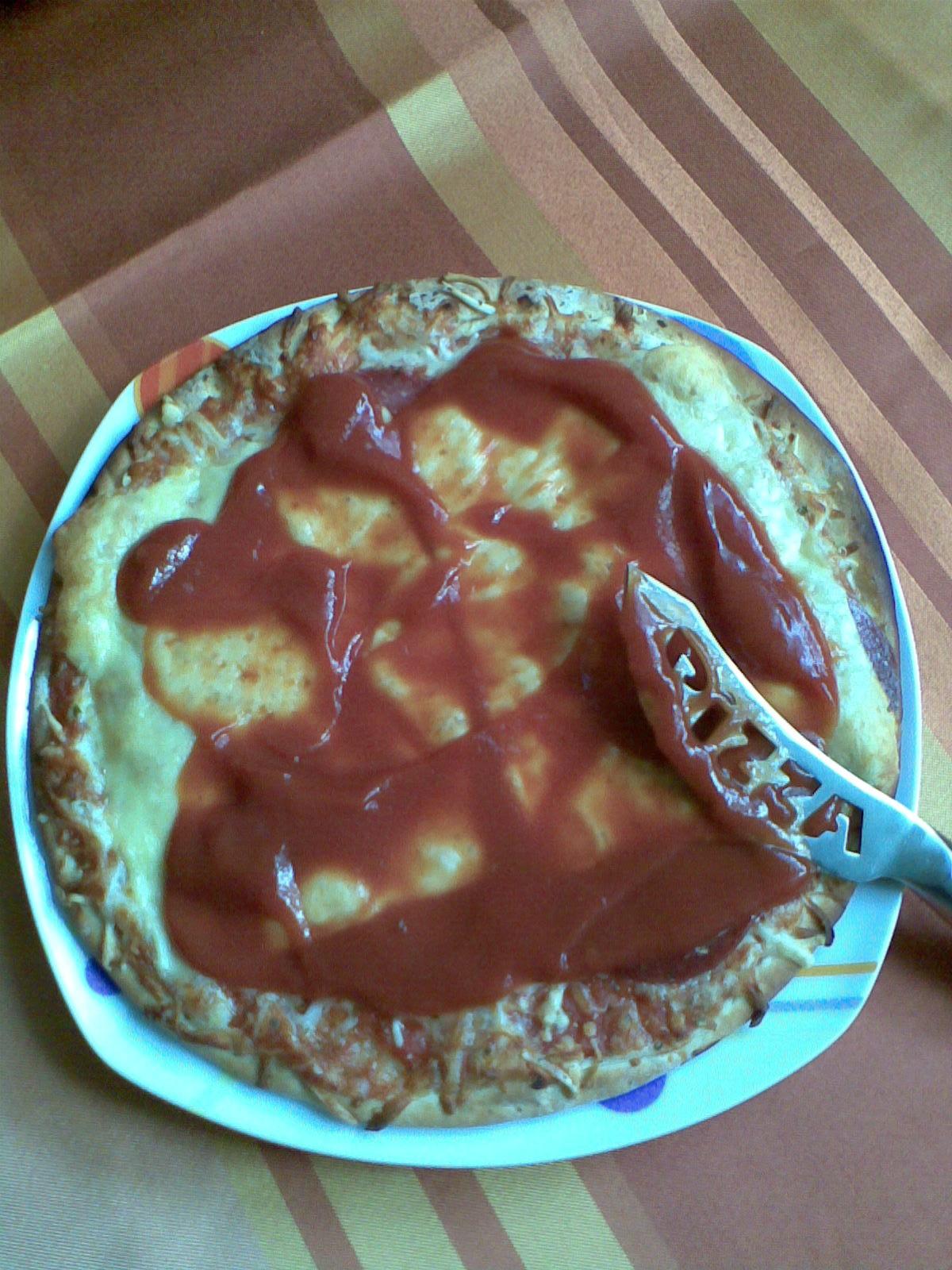 https://foodloader.net/emptieness_2010-10-01_Pizza___Kaese___Ketchup.jpg