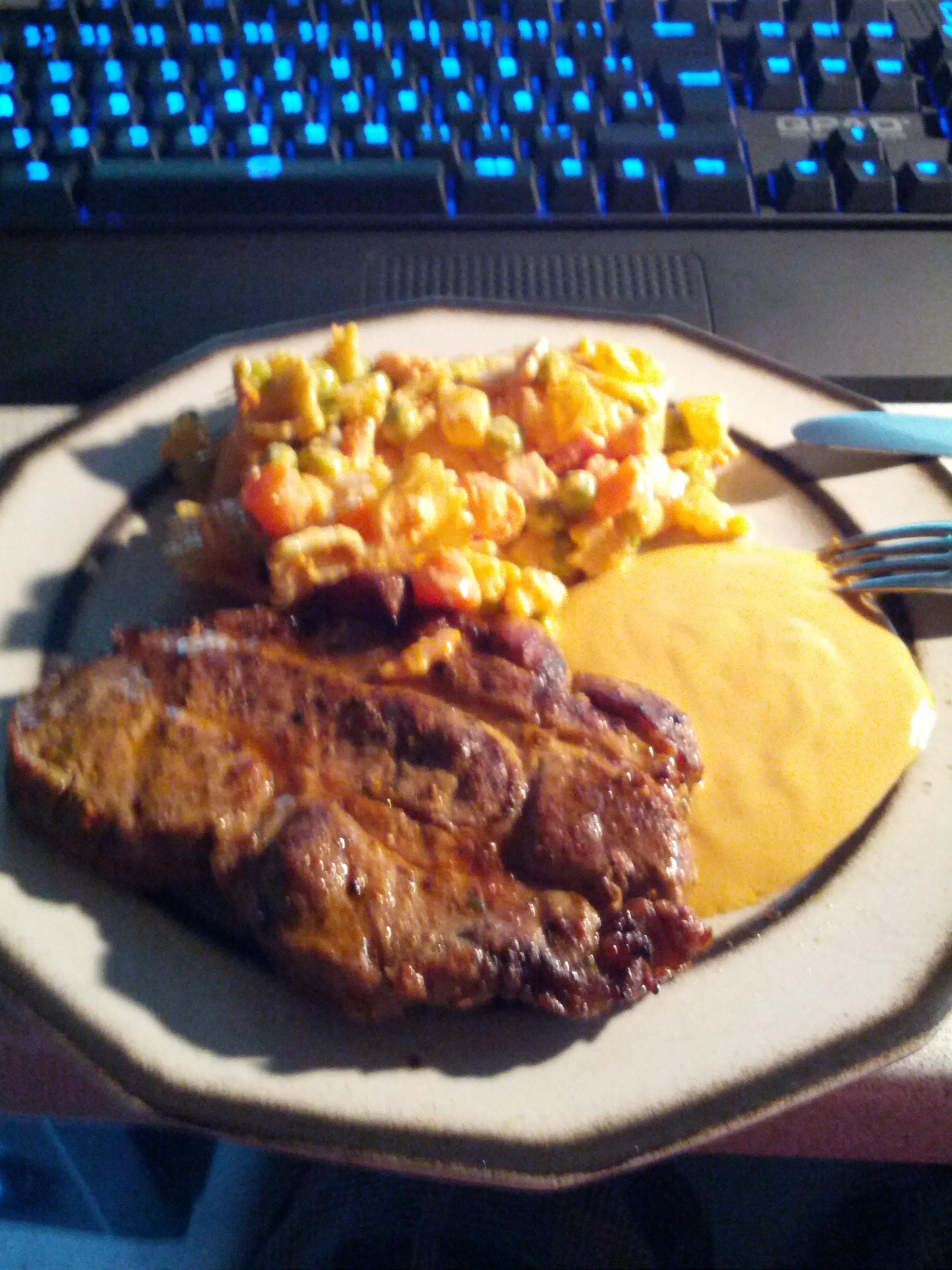 https://foodloader.net/fakenick_2012-08-17_steak_mit_nudelsalat.jpg
