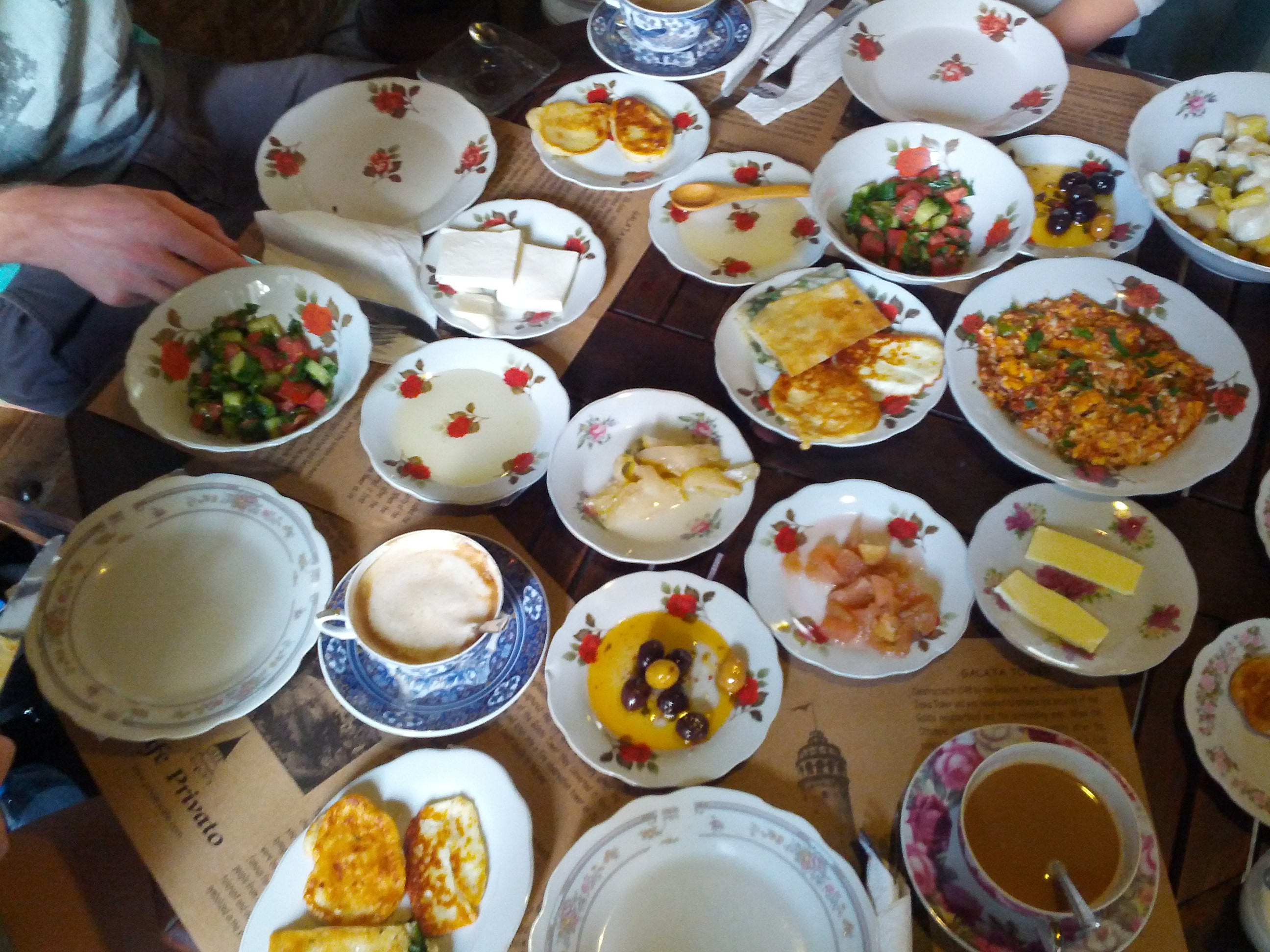 https://foodloader.net/henrik_2012-10-06_Traditional_Turkish_breakfast.jpg