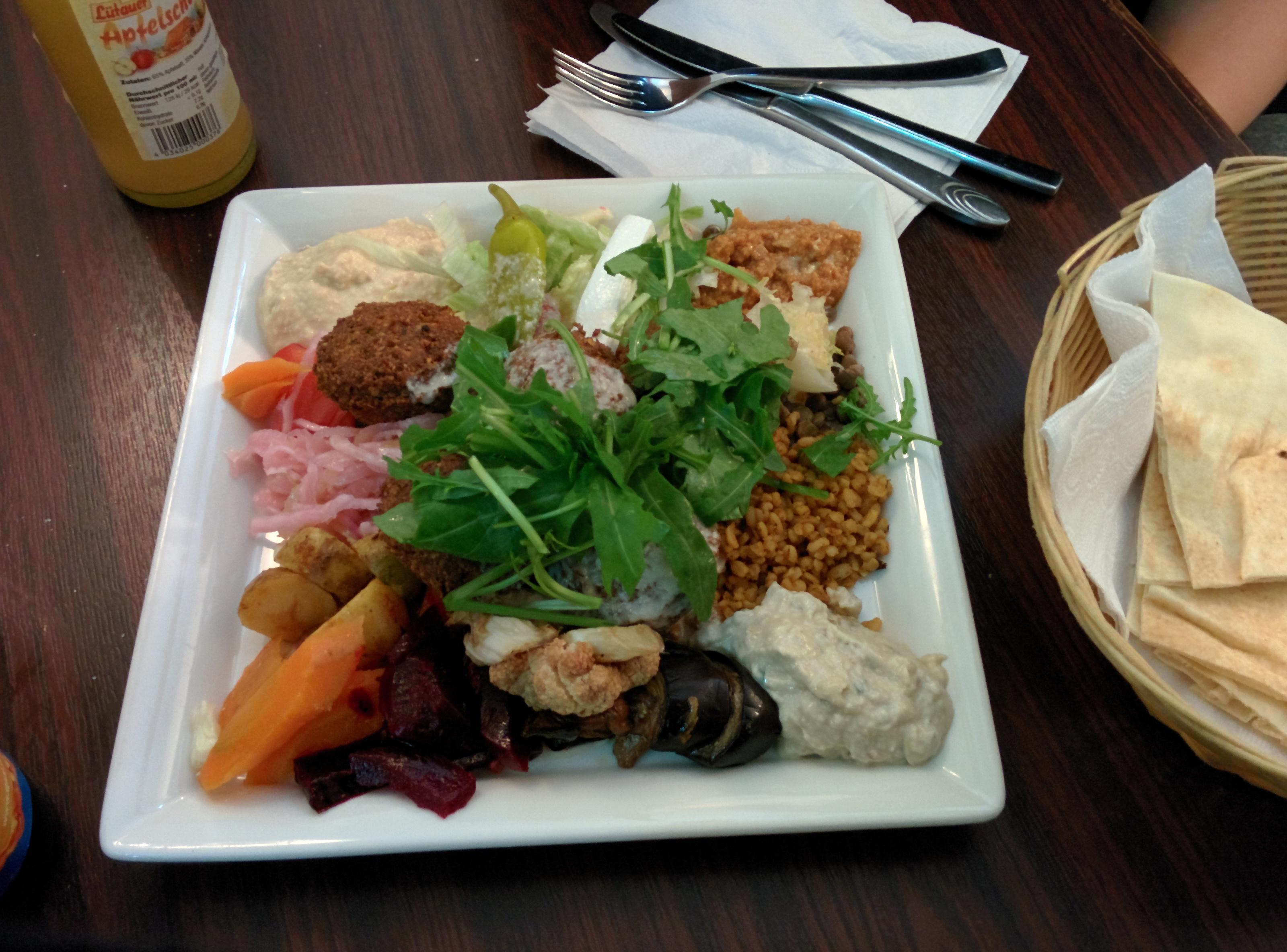http://foodloader.net/henrik_2014-10-13_Falafelteller.jpg