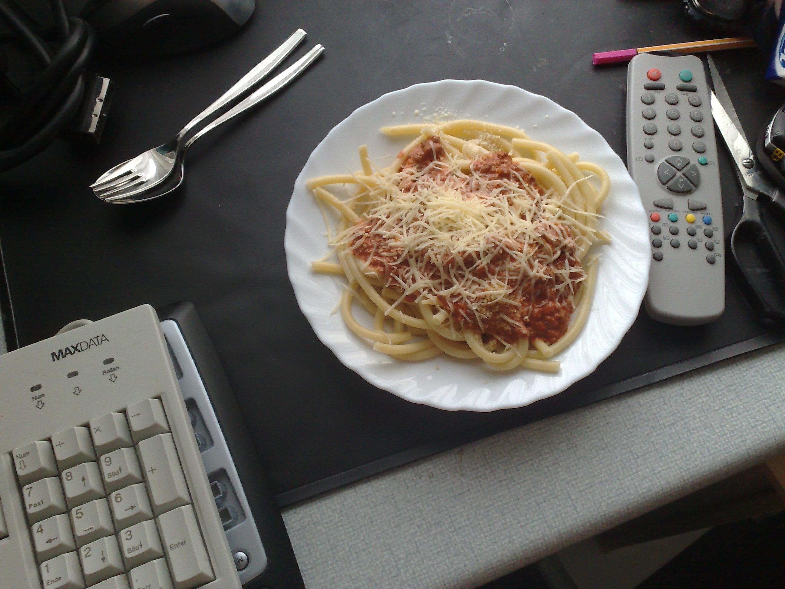 https://foodloader.net/killerra_2009-03-01_Macaroni_Bolognese.jpg
