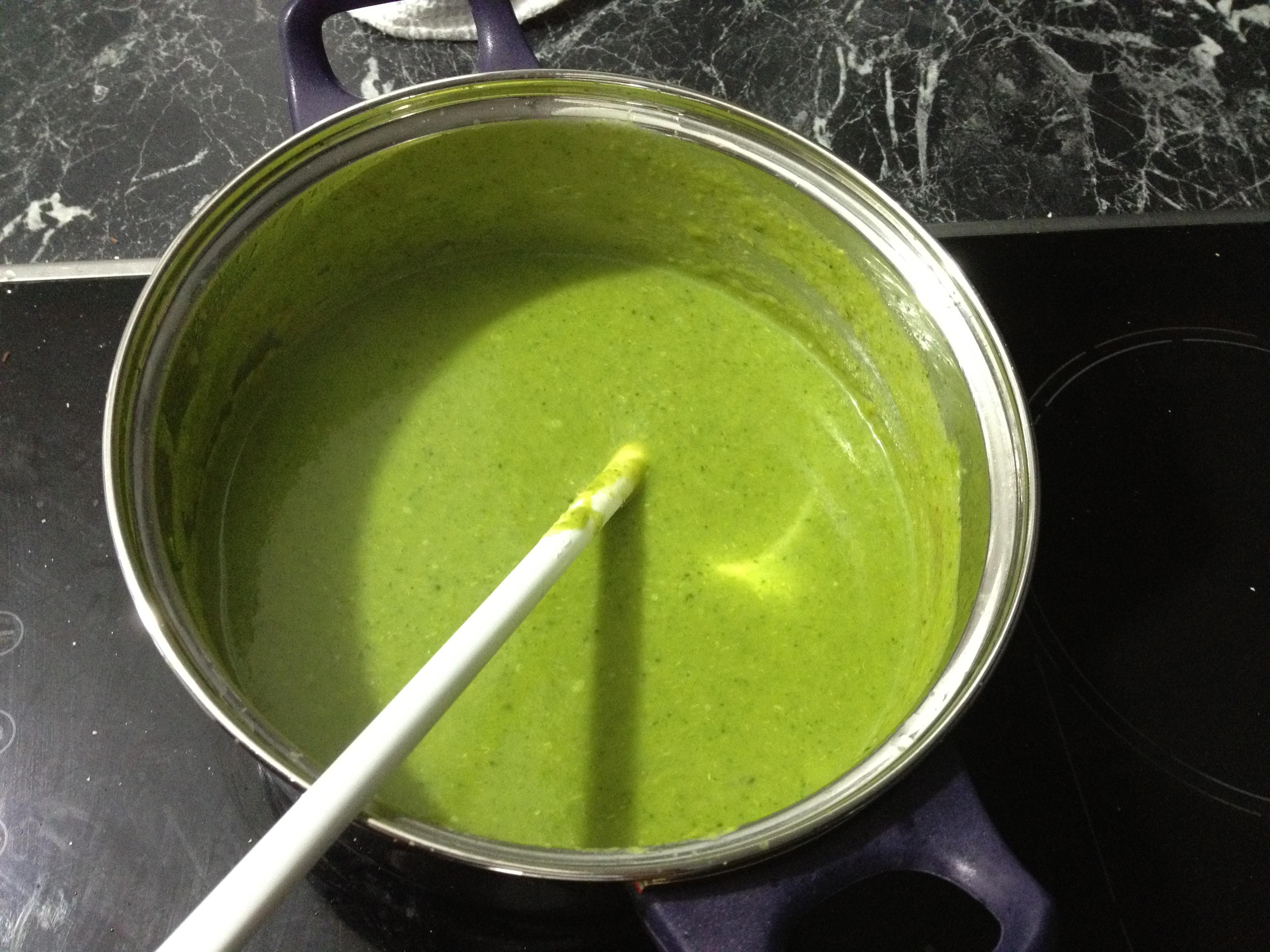 https://foodloader.net/kug_2012-02-21_Brokkolicremesuppe.jpg