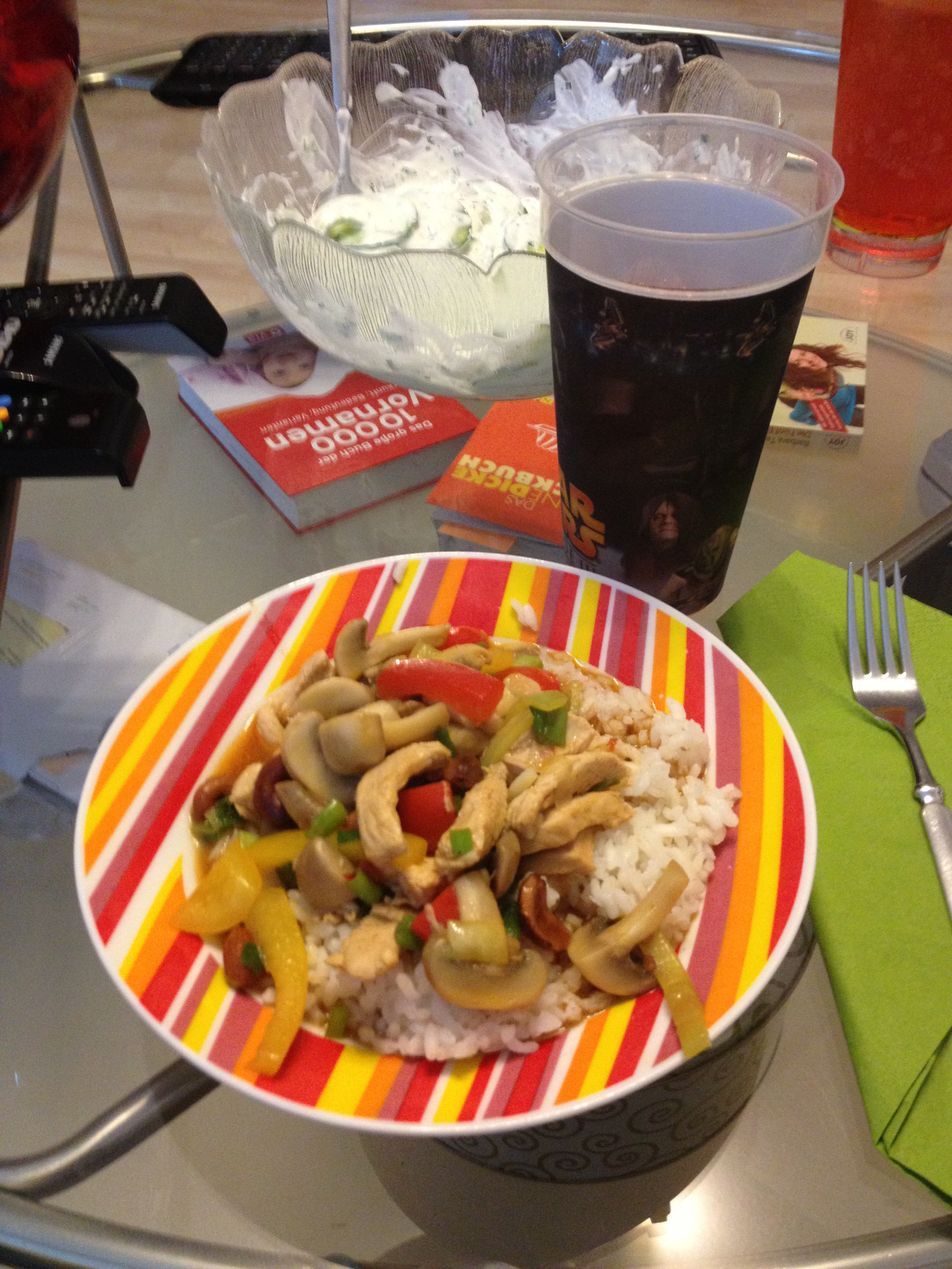 https://foodloader.net/kug_2012-10-15_cashew_chicken_und_gurkensalat.jpg