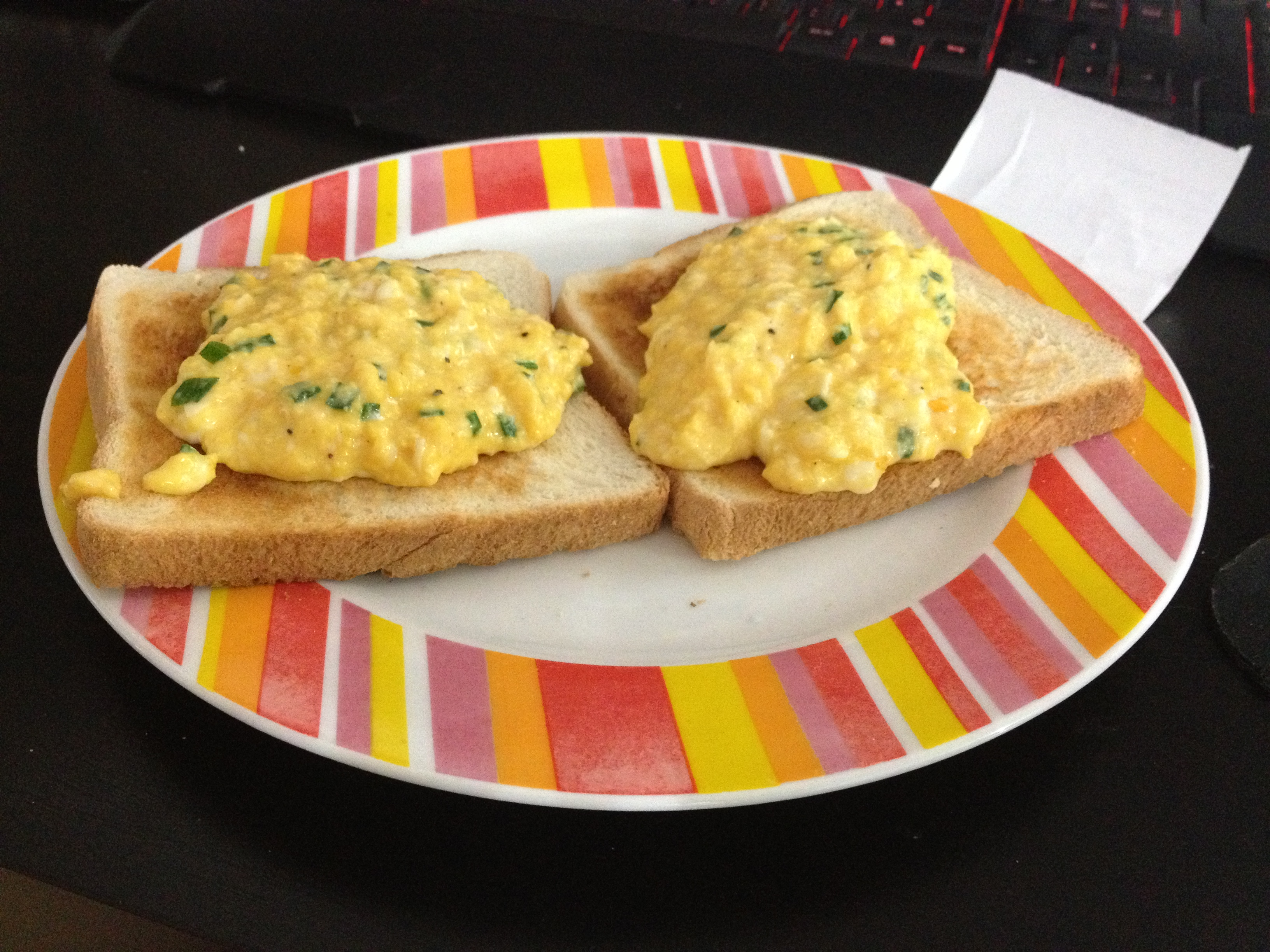 kug • 2012-10-28 • scrambled eggs 4hubby