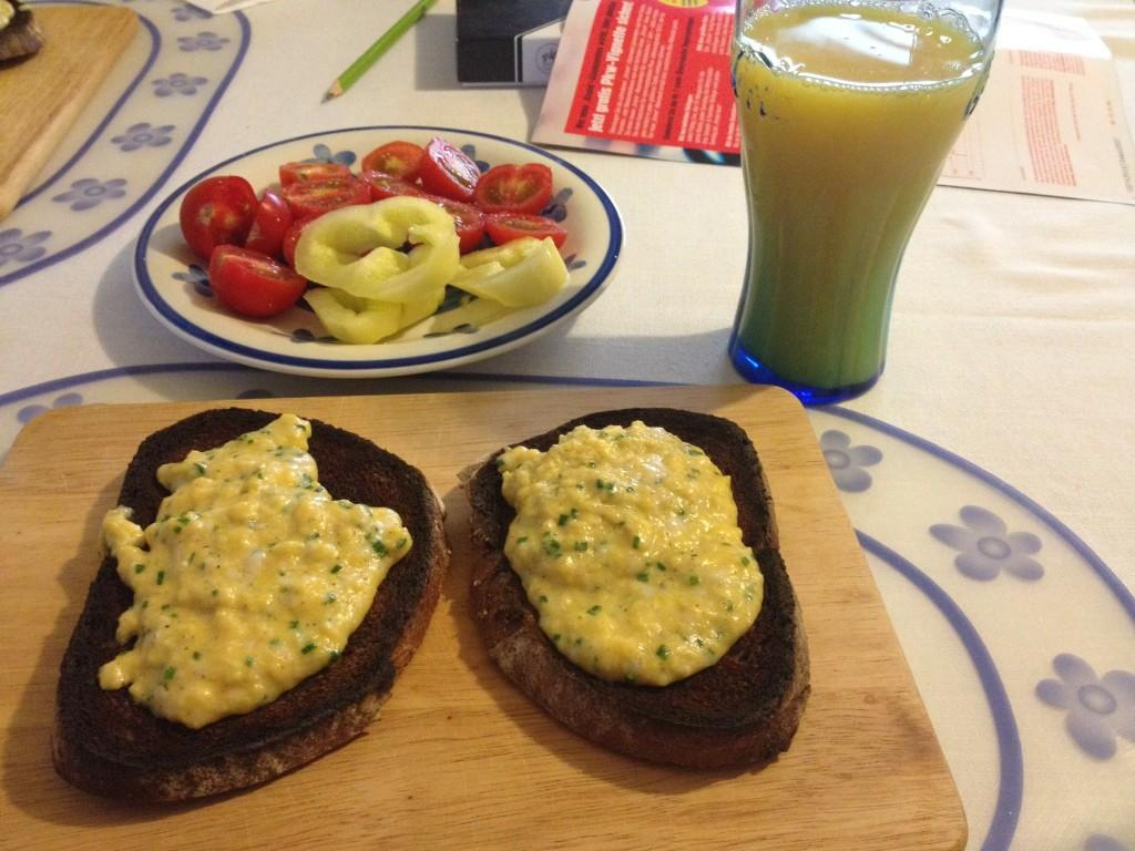 http://foodloader.net/kug_2012-10-30_scrambled_eggs_on_burned_toast.jpg