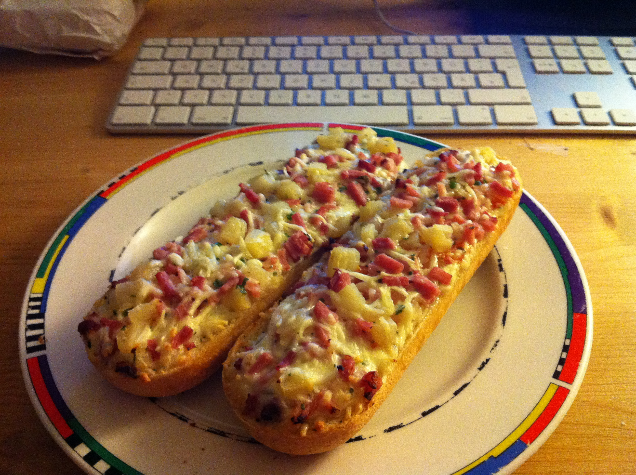 http://foodloader.net/marv1n_2010-10-06_DrOetker_Bistro_Baguette_Hawaii.jpg