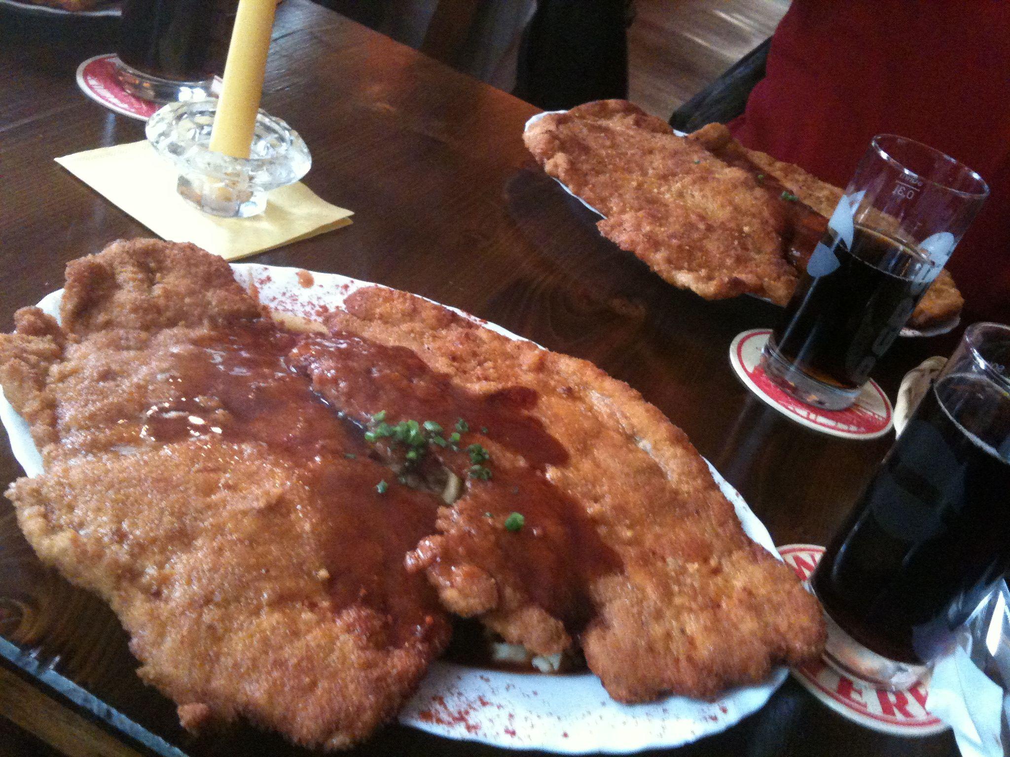 http://foodloader.net/nico_2011-03-16_xxl_schnitzel_und_spaetzle.jpg