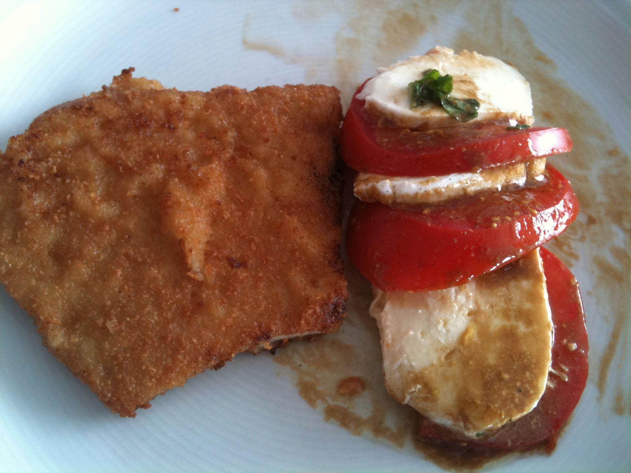 http://foodloader.net/nico_2011-07-03_schnitzel_tomaten-mozzarella-salat.jpg