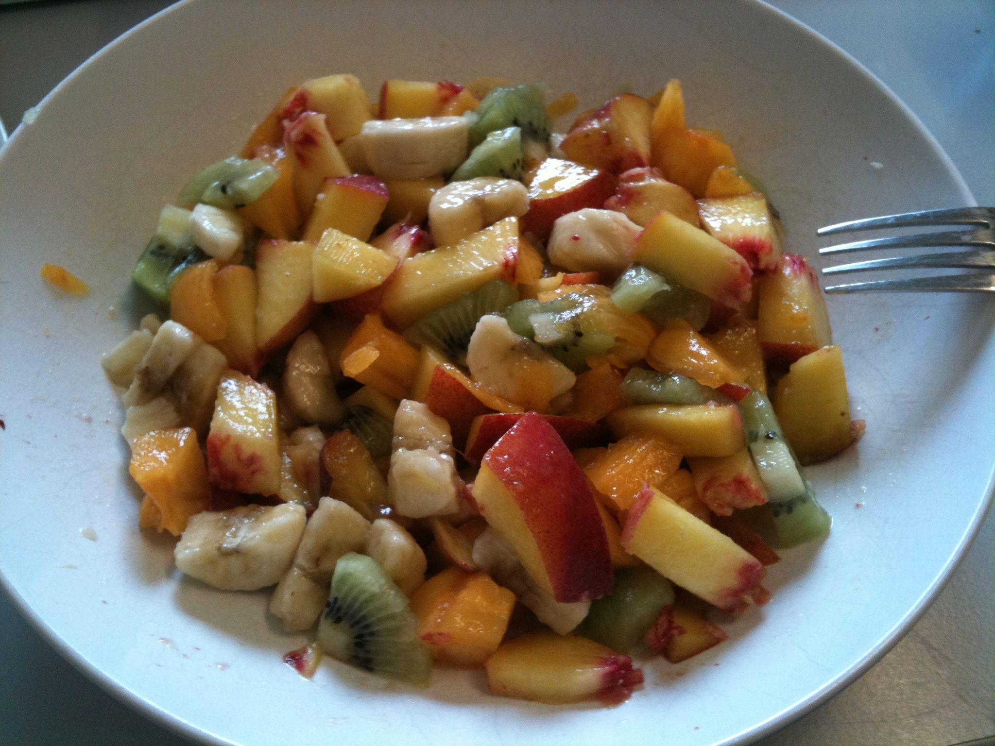 https://foodloader.net/nico_2011-07-28_obstsalat_banane-kiwi-pfirsich-sharon.jpg