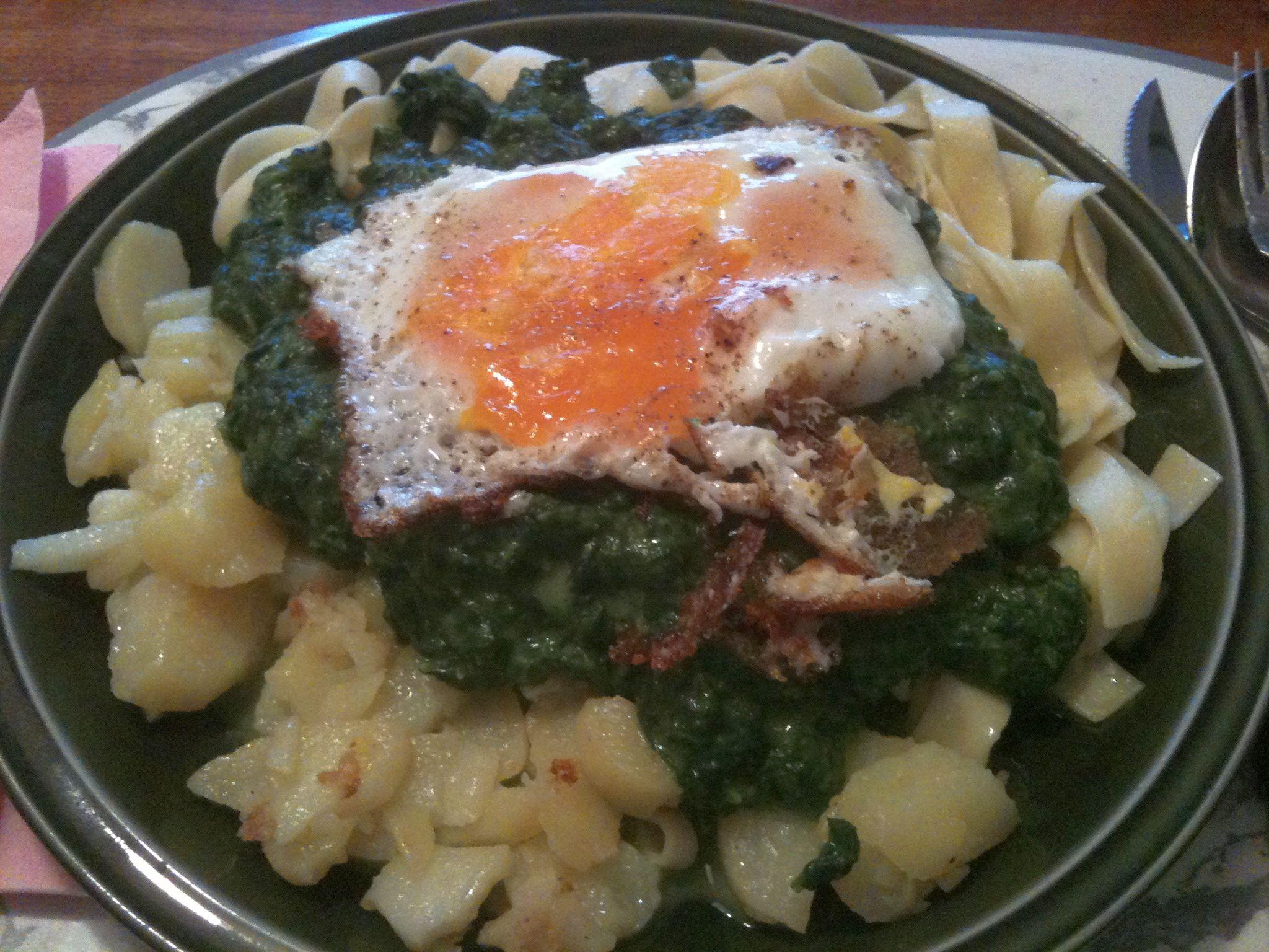 https://foodloader.net/nico_2011-08-24_spinat-bratkartoffeln-nudeln-spiegelei.jpg