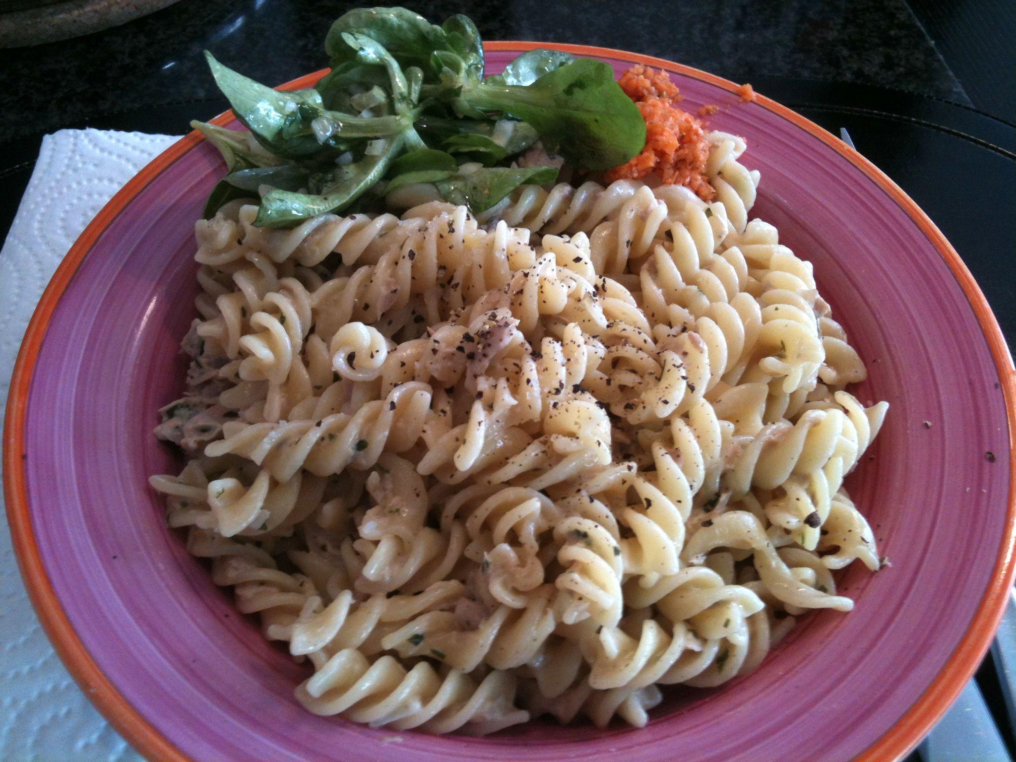 https://foodloader.net/nico_2011-11-01_fusilli-mit-thunfisch-sahne-sauce-und-ackersalat.jpg
