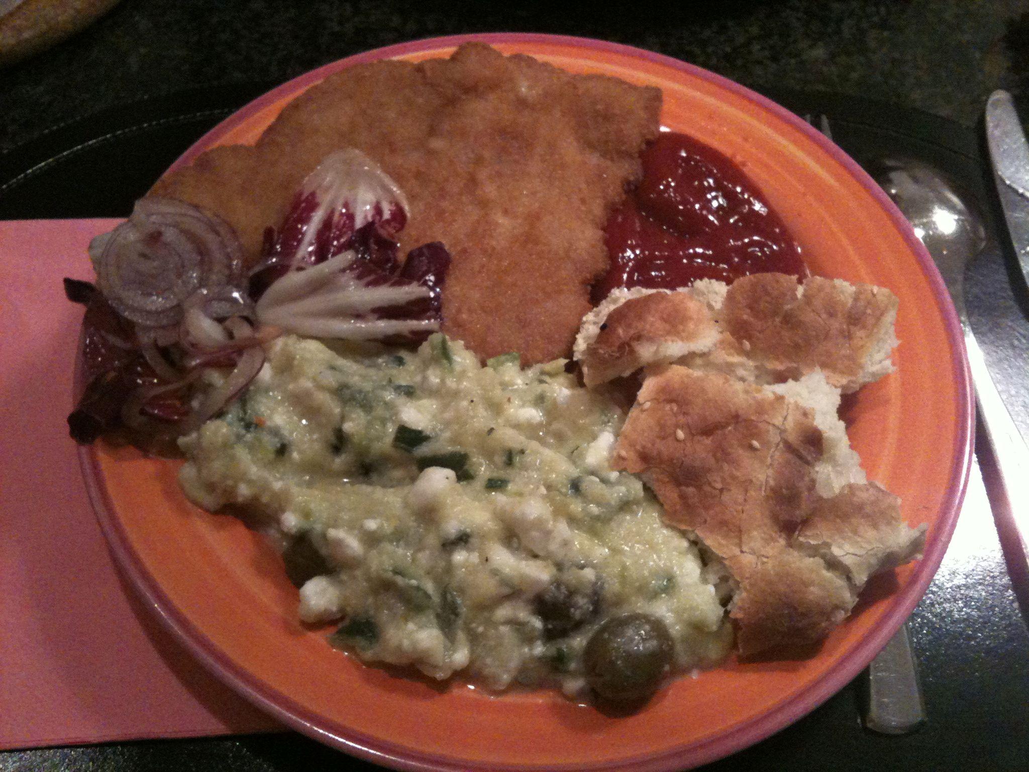 http://foodloader.net/nico_2011-11-20_schnitzel-mit-zucchini-feta-oliven-salat.jpg