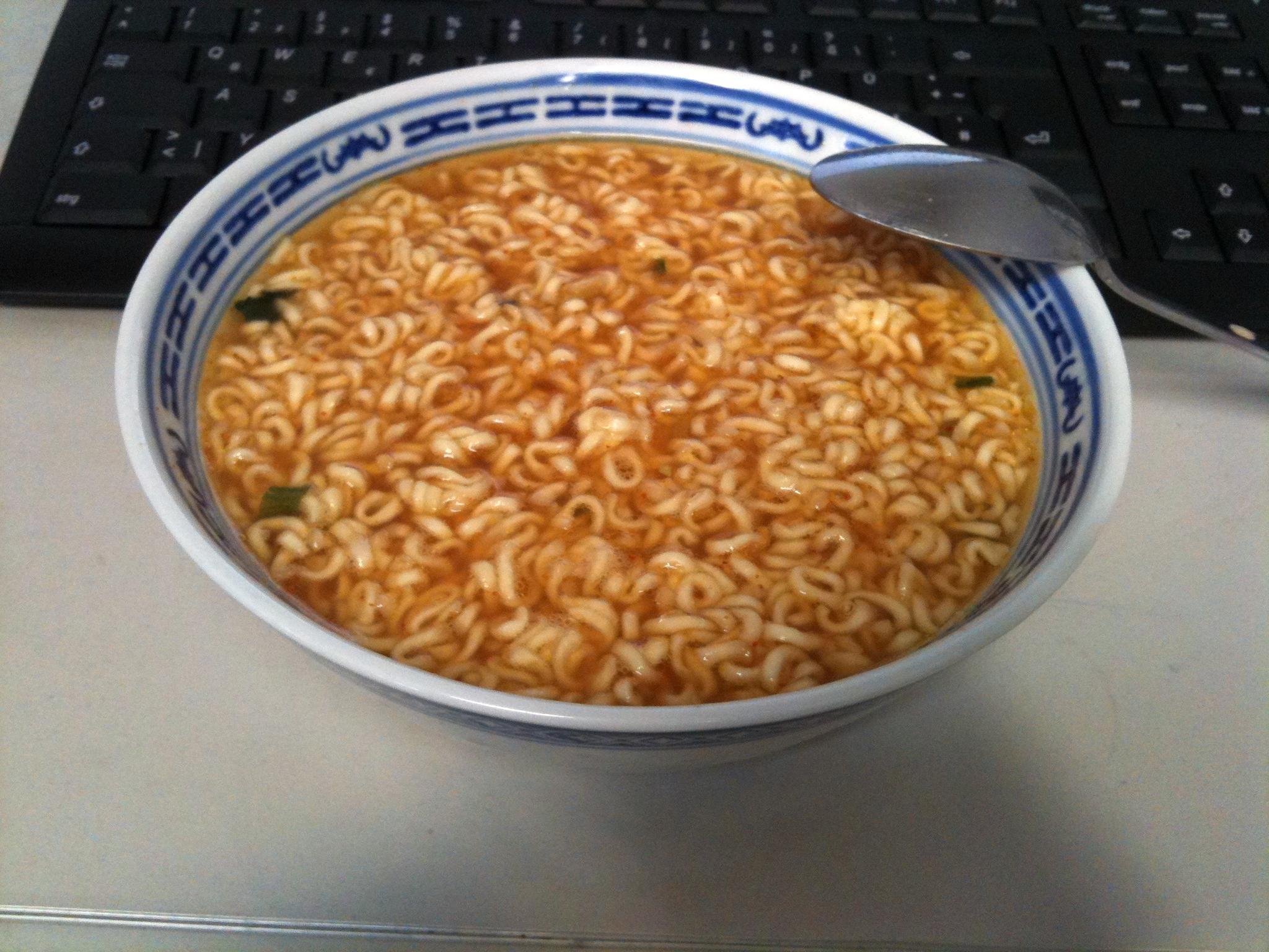 https://foodloader.net/nico_2012-01-11_instant-nudelsuppe.jpg