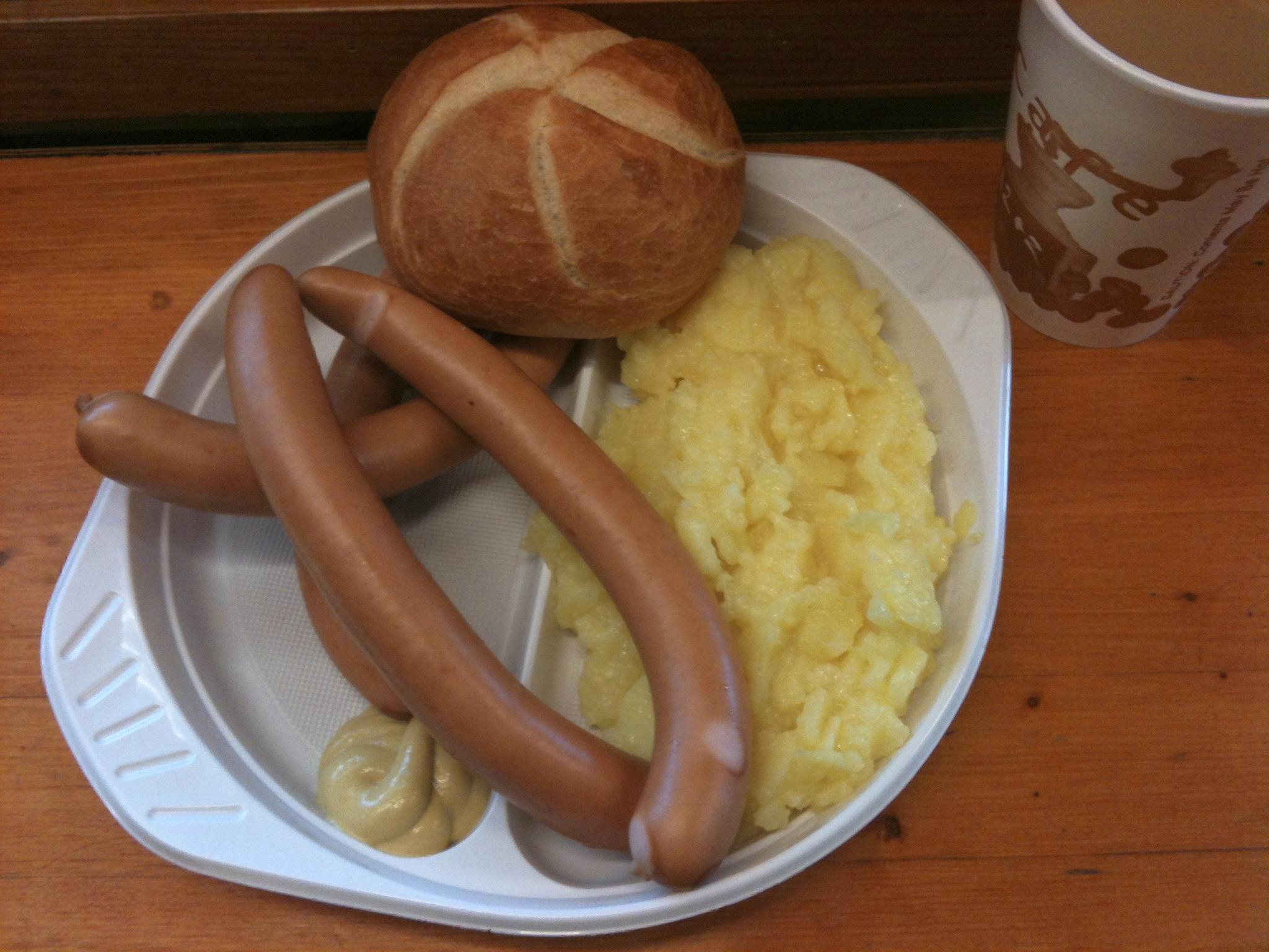 https://foodloader.net/nico_2012-02-14_saitenwuerste-mit-kartoffelsalat-und-broetchen.jpg