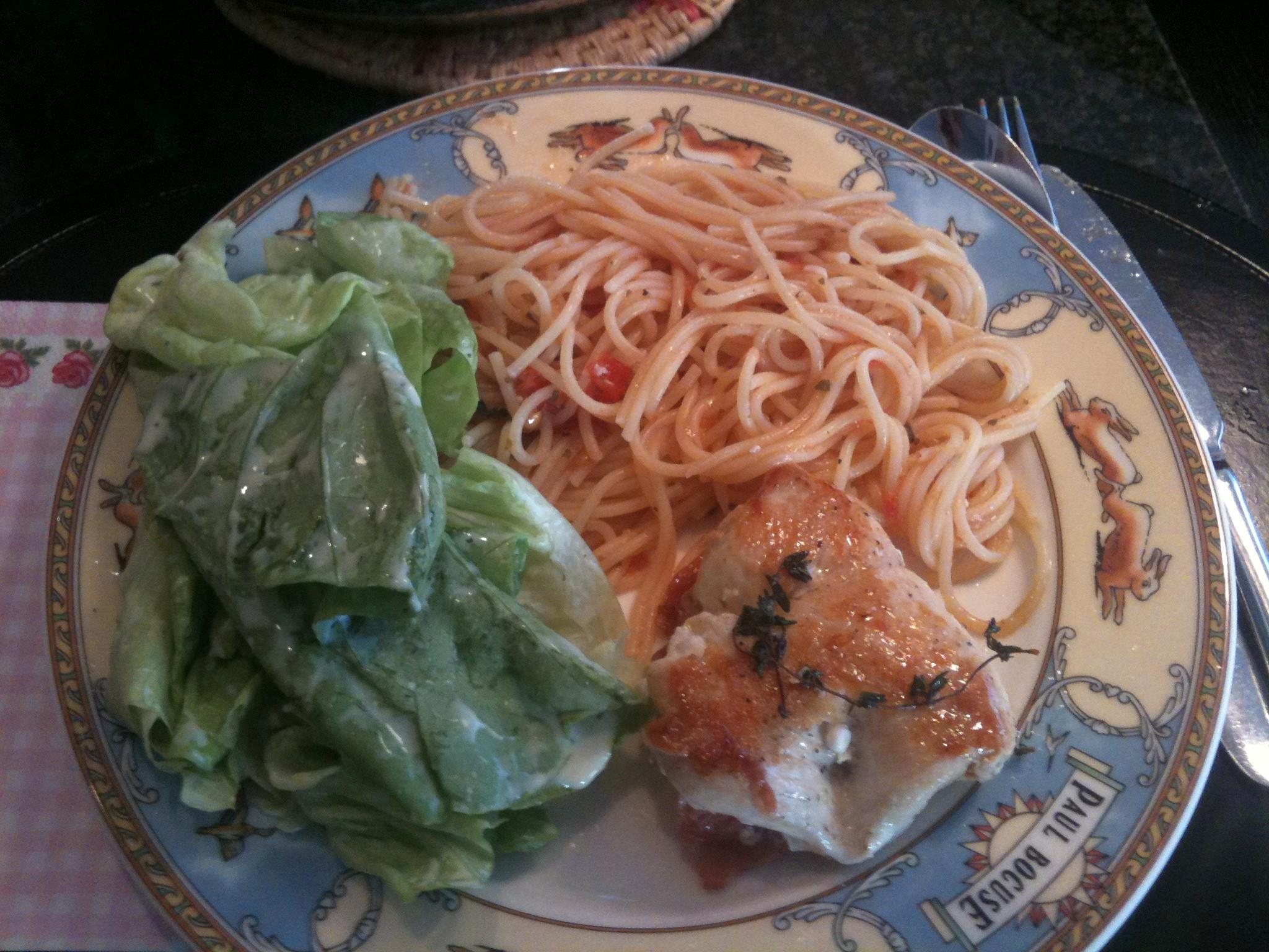 http://foodloader.net/nico_2012-04-29_putenschnitzel-mit-spaghetti-und-salat.jpg