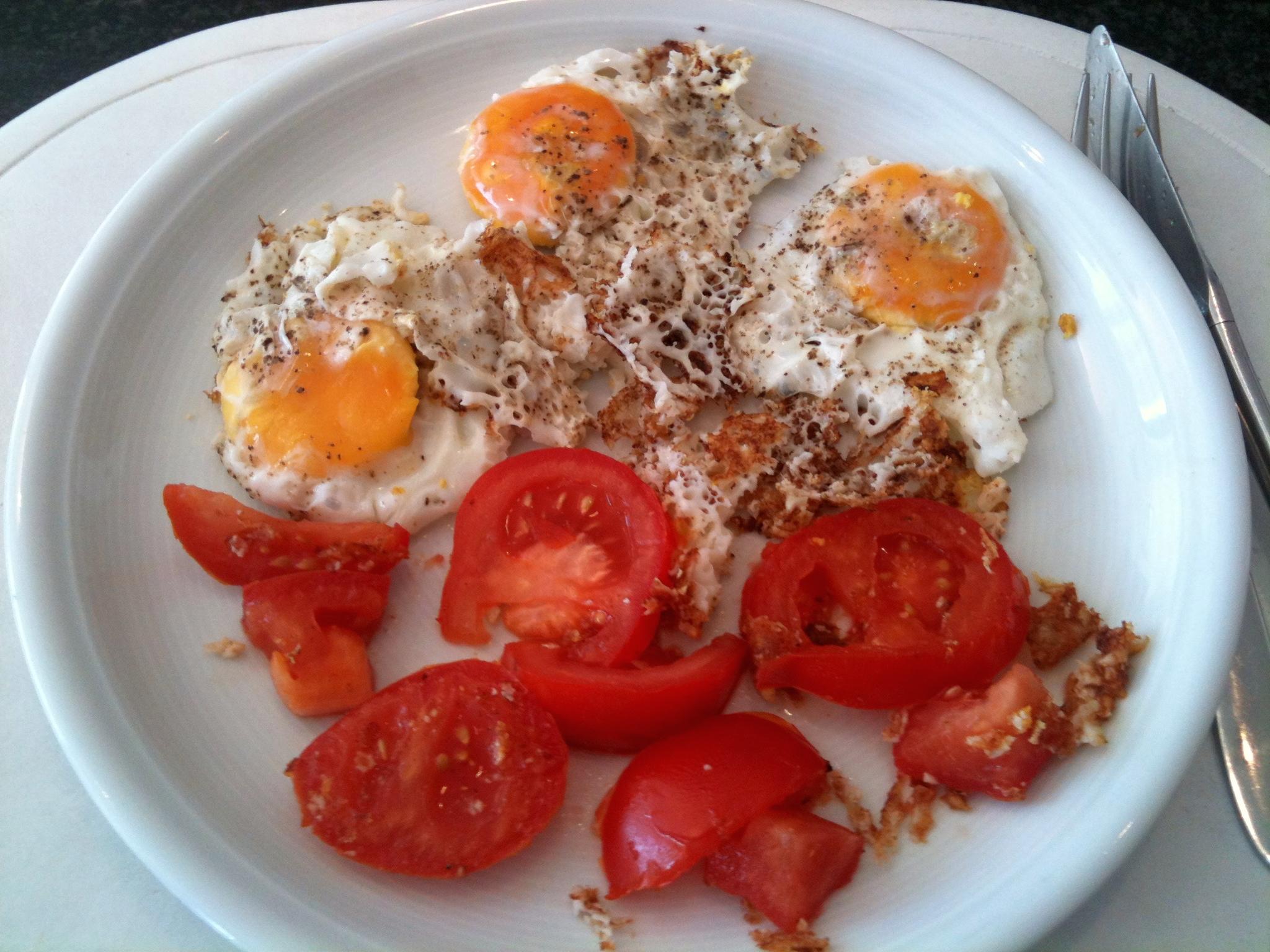 https://foodloader.net/nico_2012-09-28_spiegeleier-mit-tomate.jpg