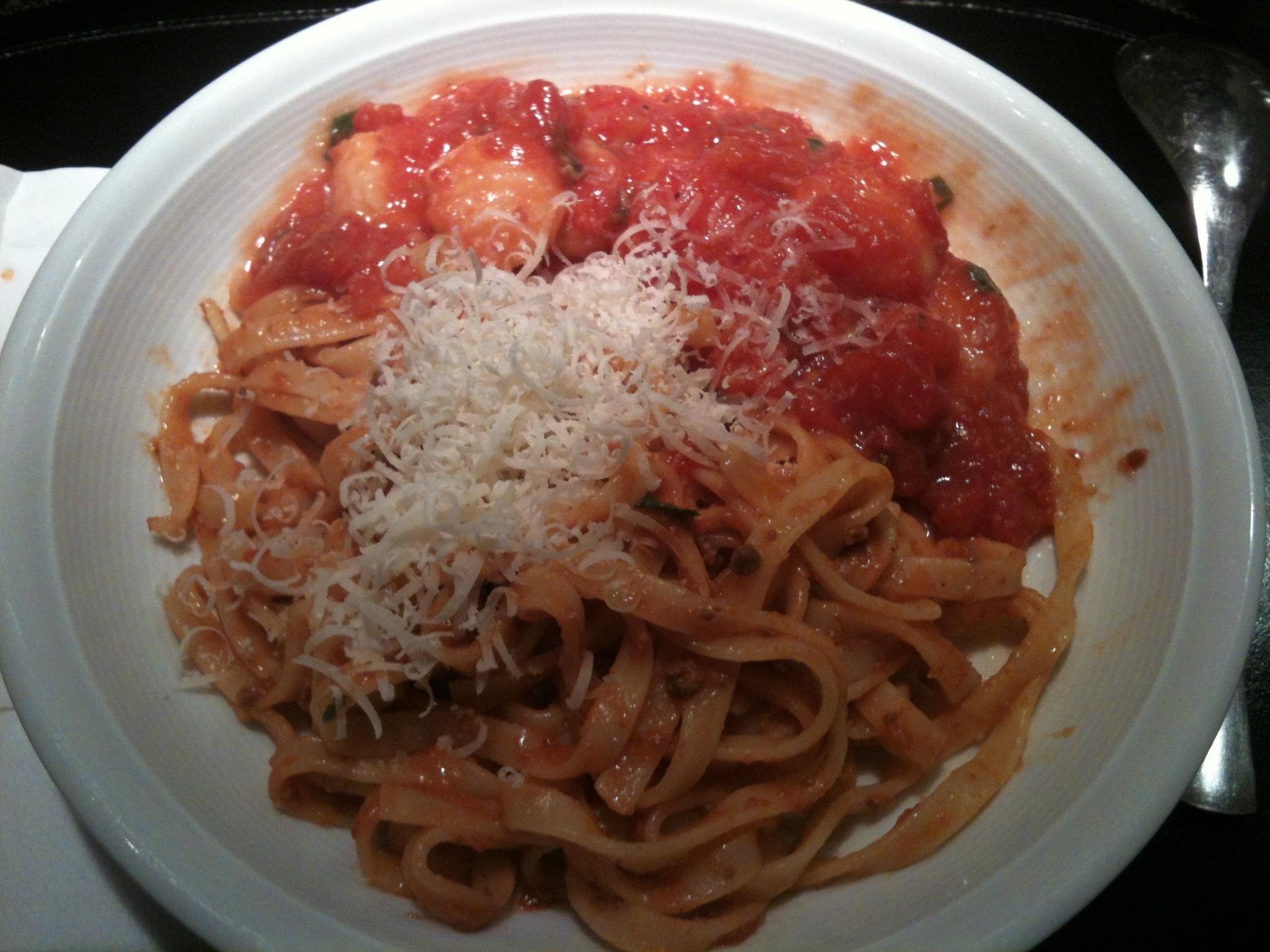 https://foodloader.net/nico_2012-11-10_tagliatelle-mit-wildschwein-ragout-sauce-und-gnocchi-mit-tomatensauce.jpg