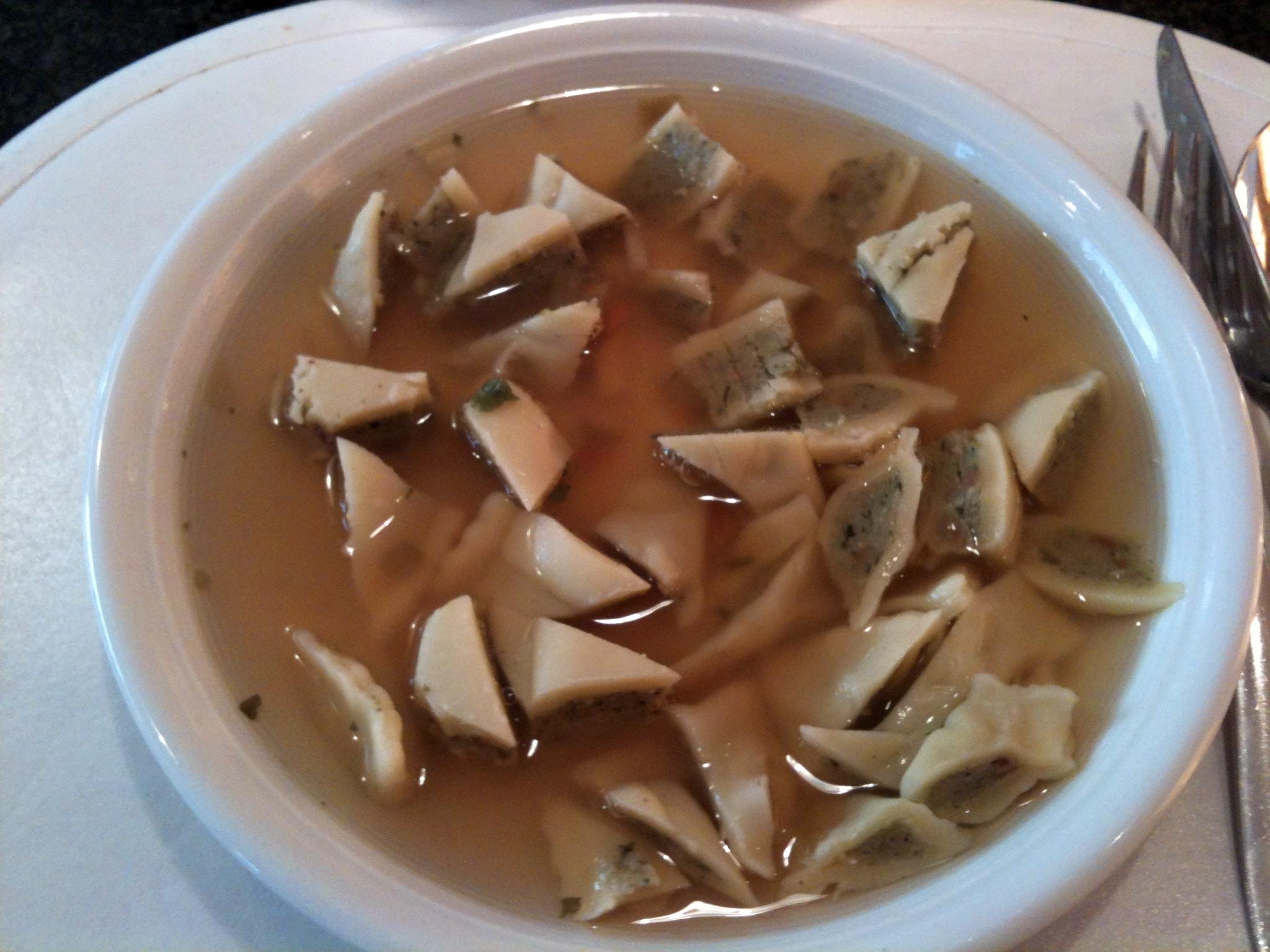 https://foodloader.net/nico_2012-11-17_maultaschen-in-der-bruehe.jpg