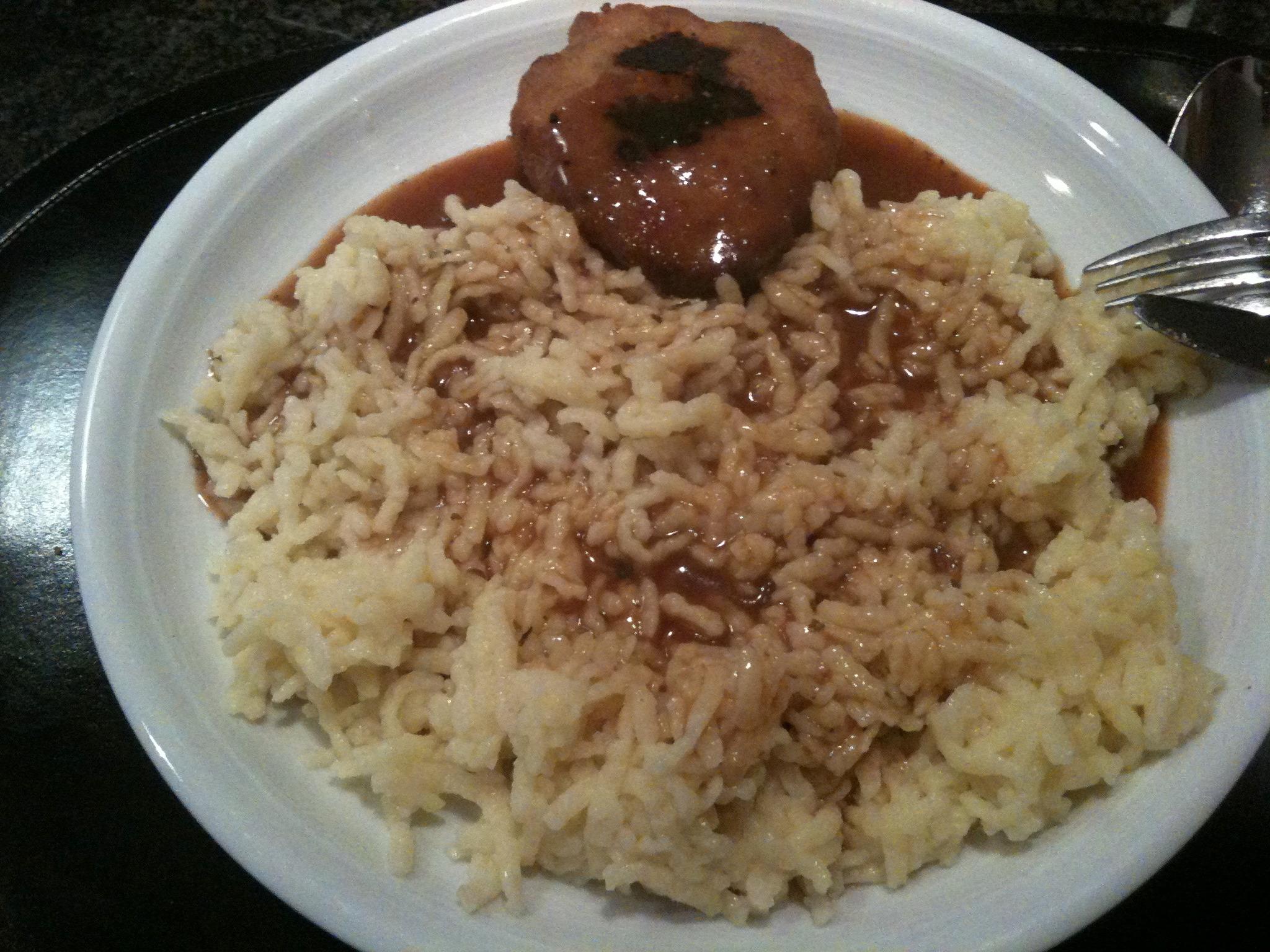 https://foodloader.net/nico_2013-01-01_fleischkuechle-mit-spaetzle-und-sauce.jpg