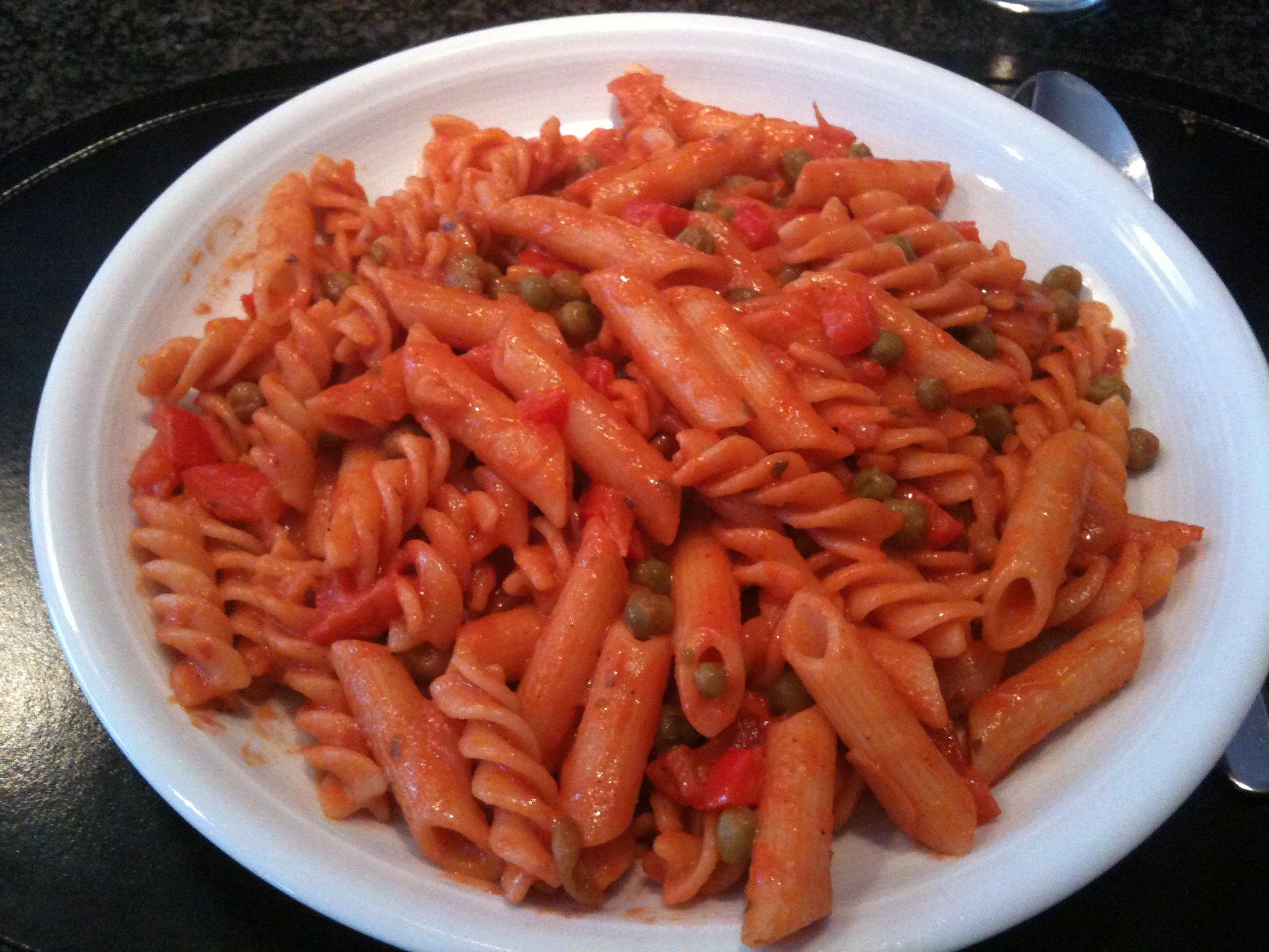 https://foodloader.net/nico_2013-01-18_nudeln-mit-tomaten-paprika-erbsen-sauce.jpg