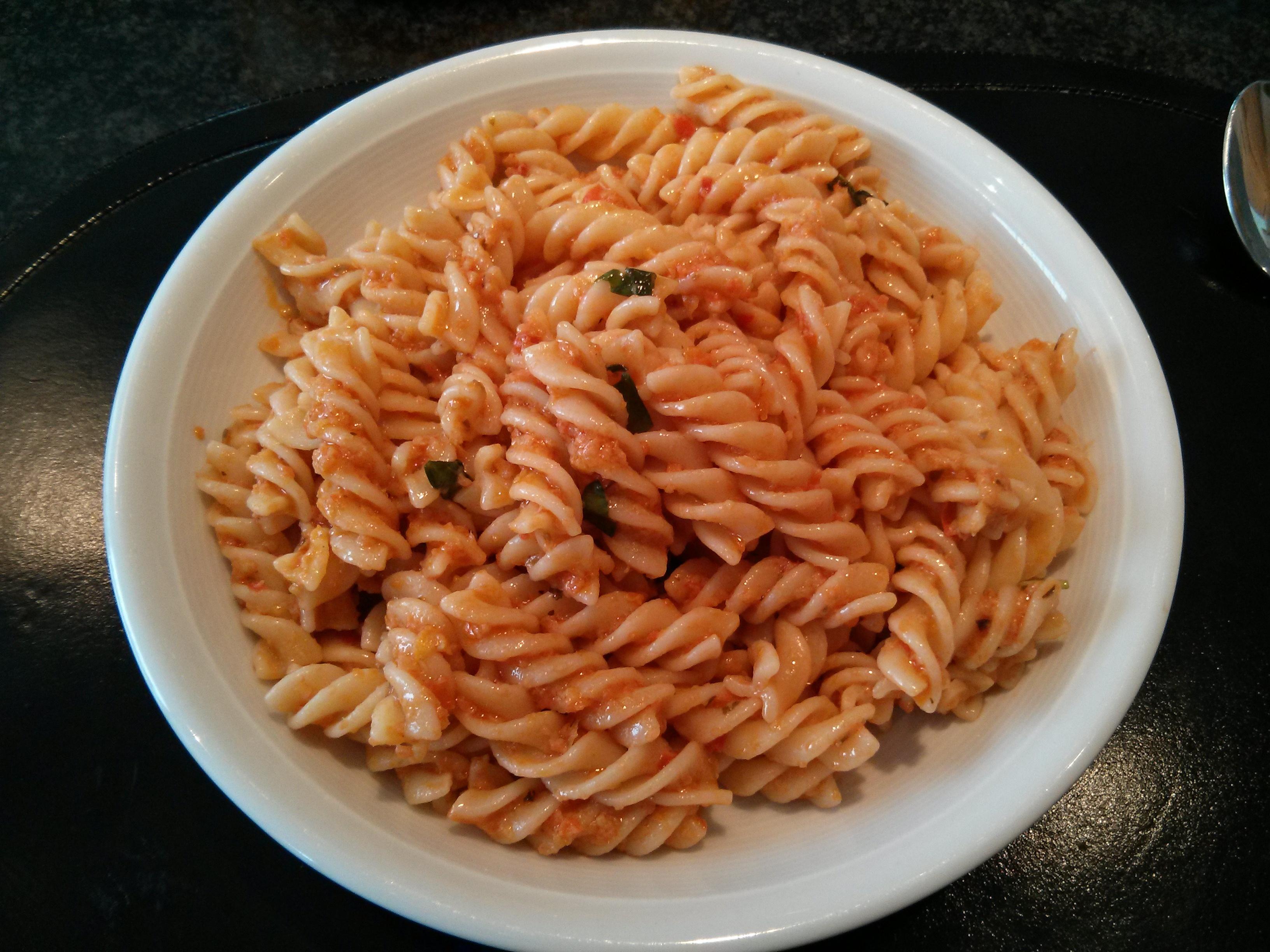 https://foodloader.net/nico_2013-04-09_fusilli-mit-pesto-tonno.jpg