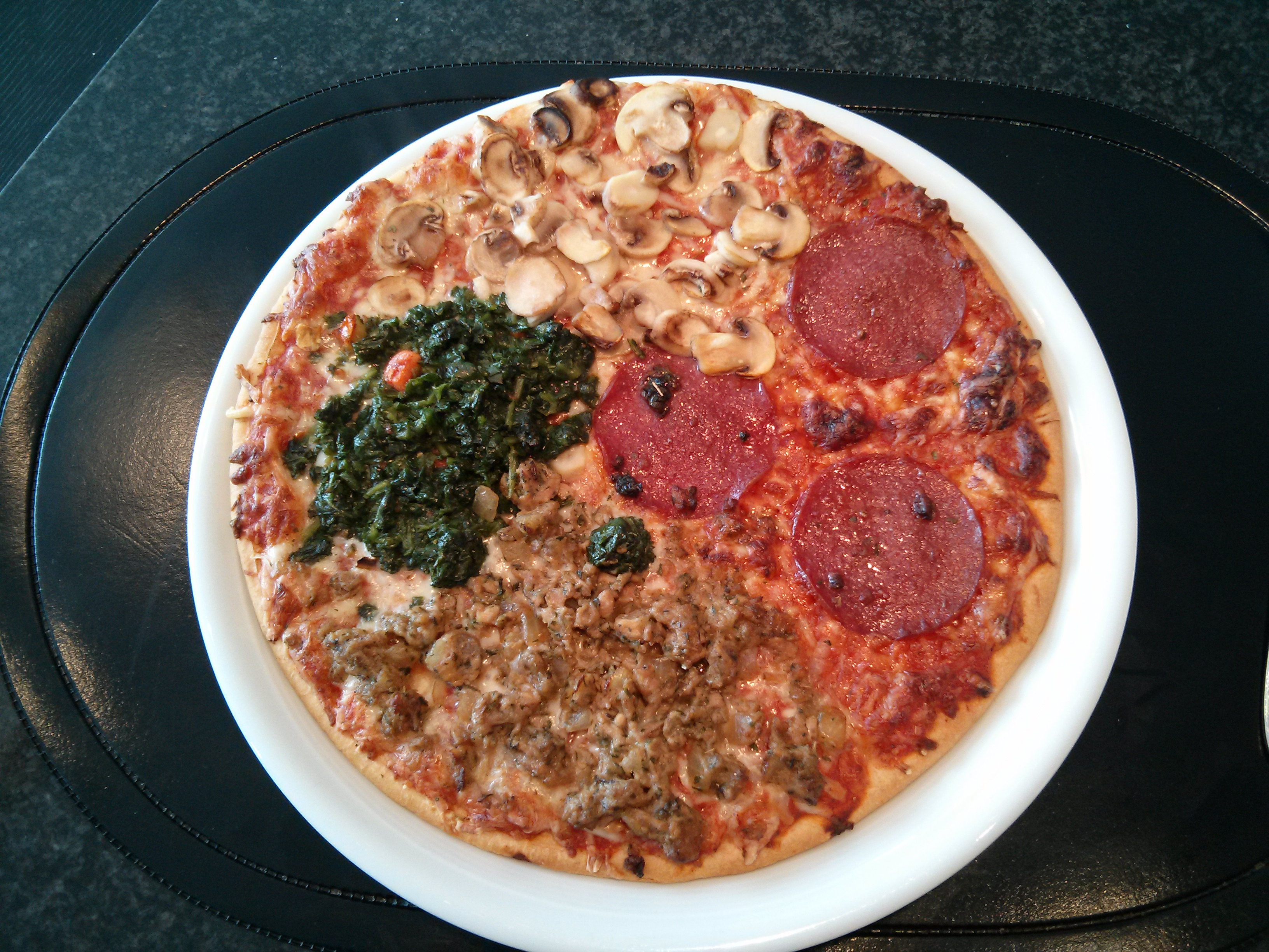 http://foodloader.net/nico_2013-05-07_pizza-vier-jahreszeiten.jpg