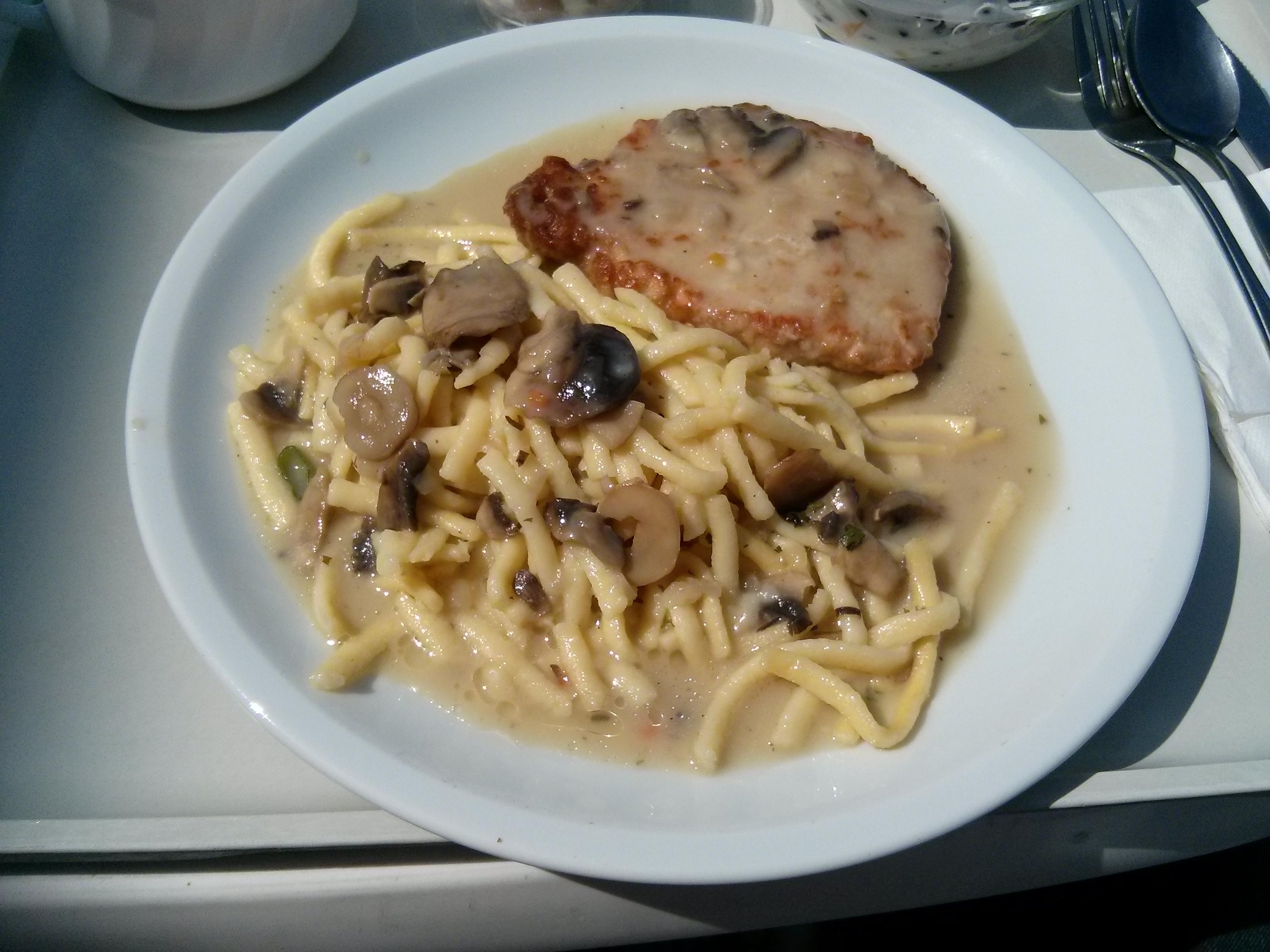 https://foodloader.net/nico_2013-08-15_jaegerschnitzel-mit-spaetzle.jpg