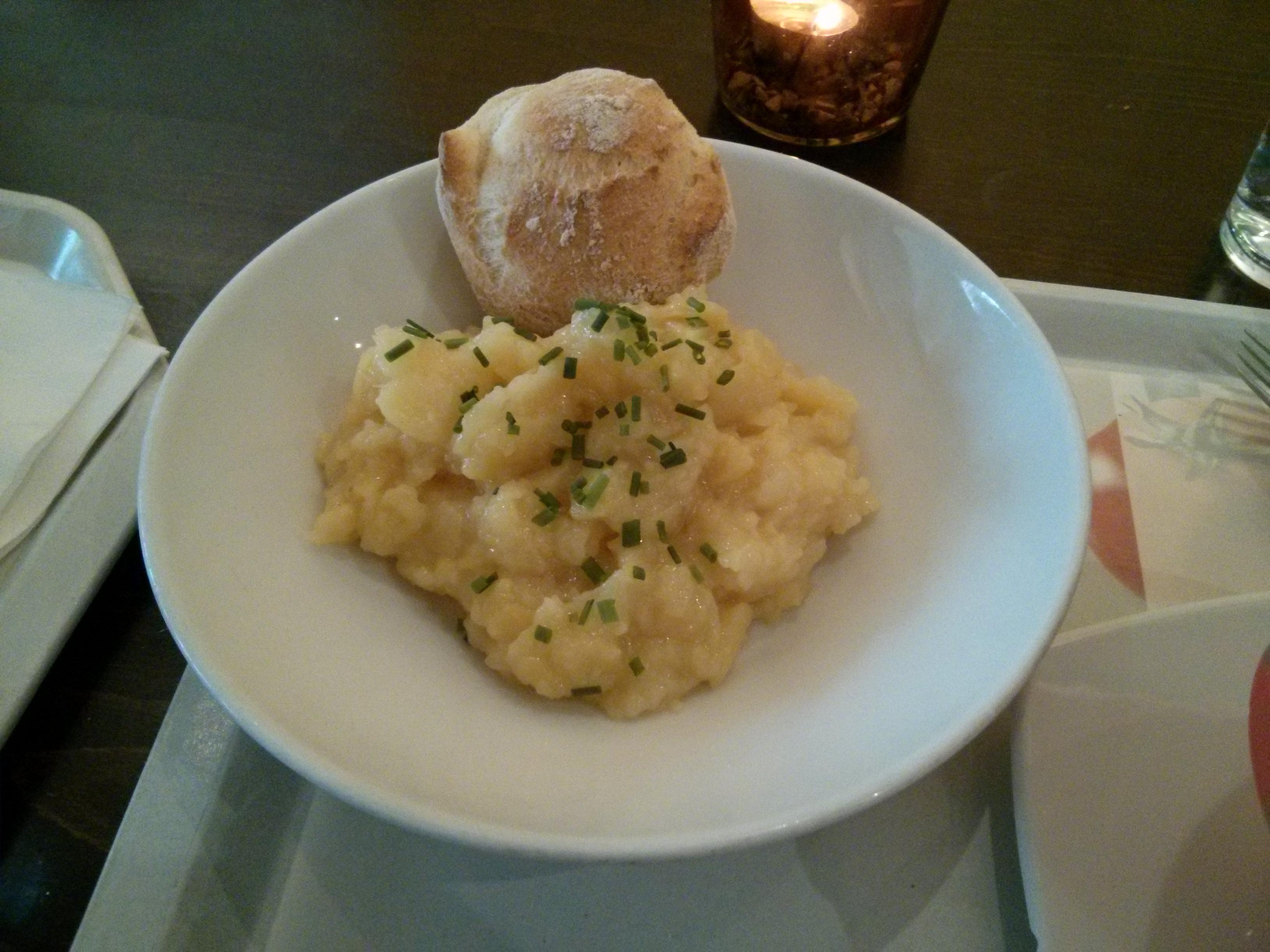 https://foodloader.net/nico_2013-11-12_kartoffelsalat-mit-broetchen.jpg