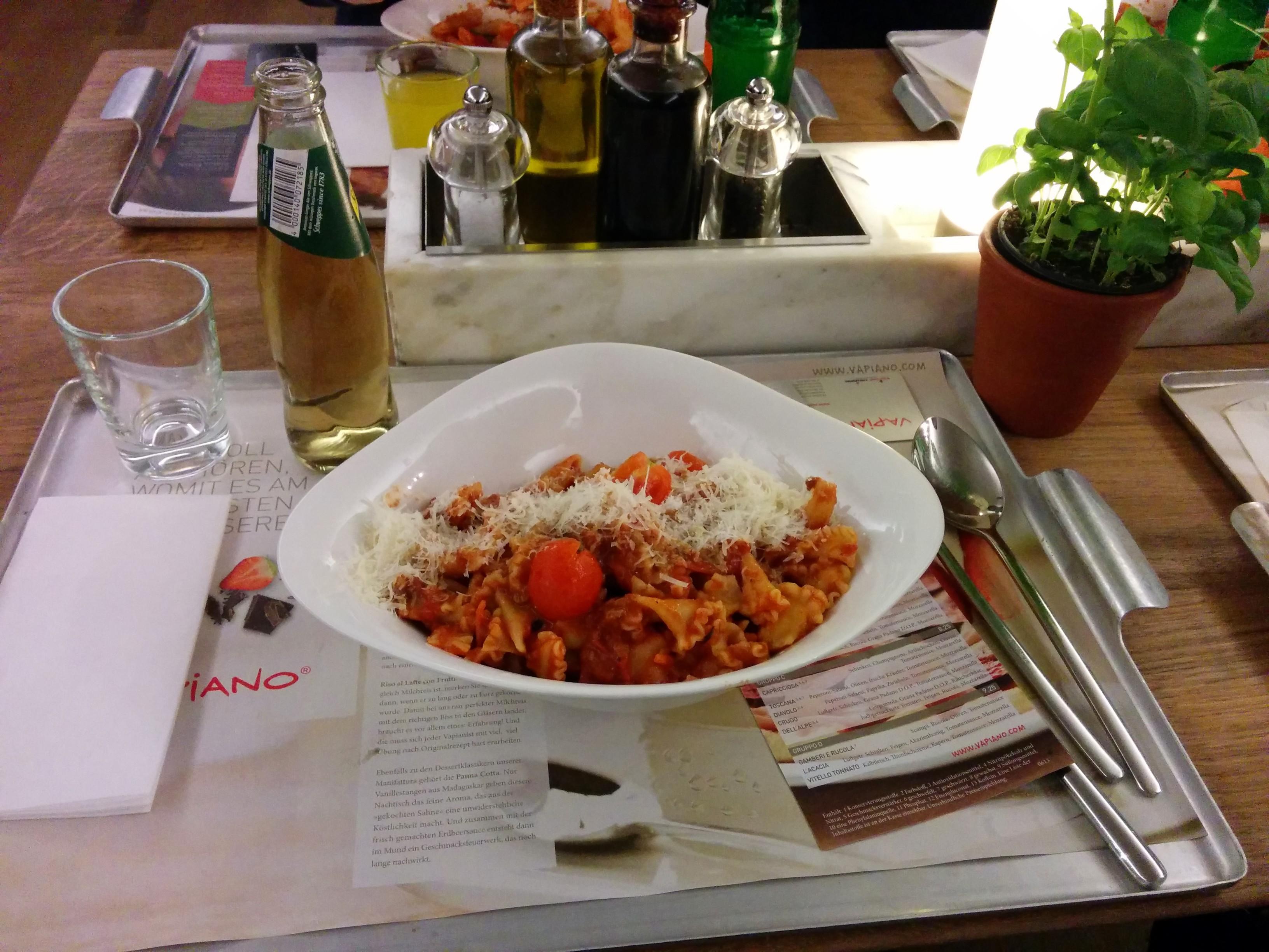 https://foodloader.net/nico_2013-12-22_vapiano_campanelle-mit-bolognese-sauce.jpg