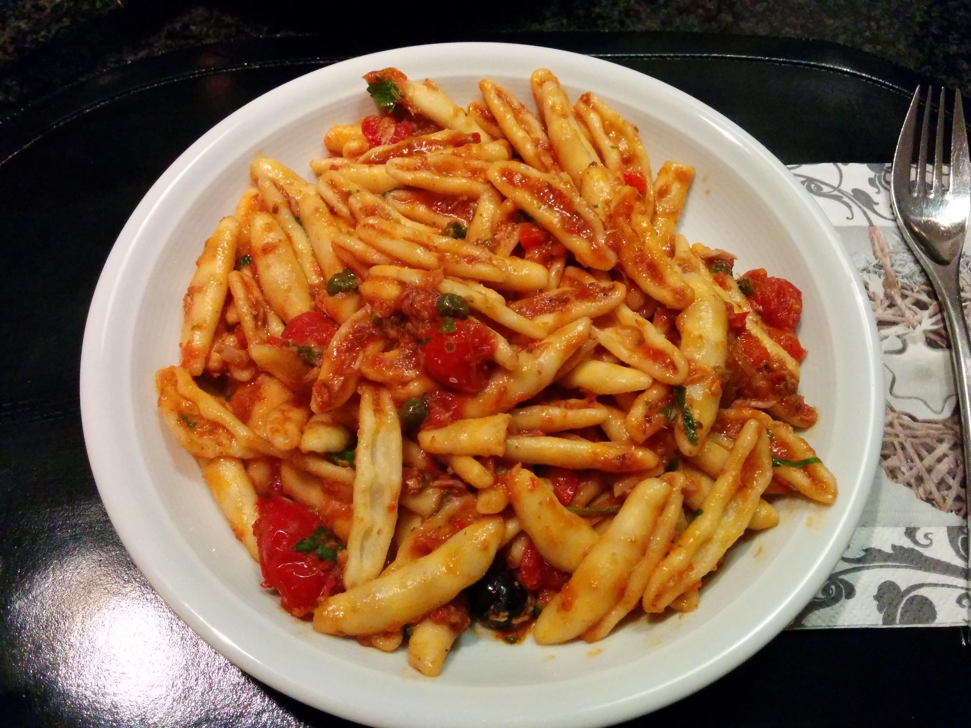 https://foodloader.net/nico_2013-12-28_nudeln-mit-thunfisch-tomaten-sauce.jpg