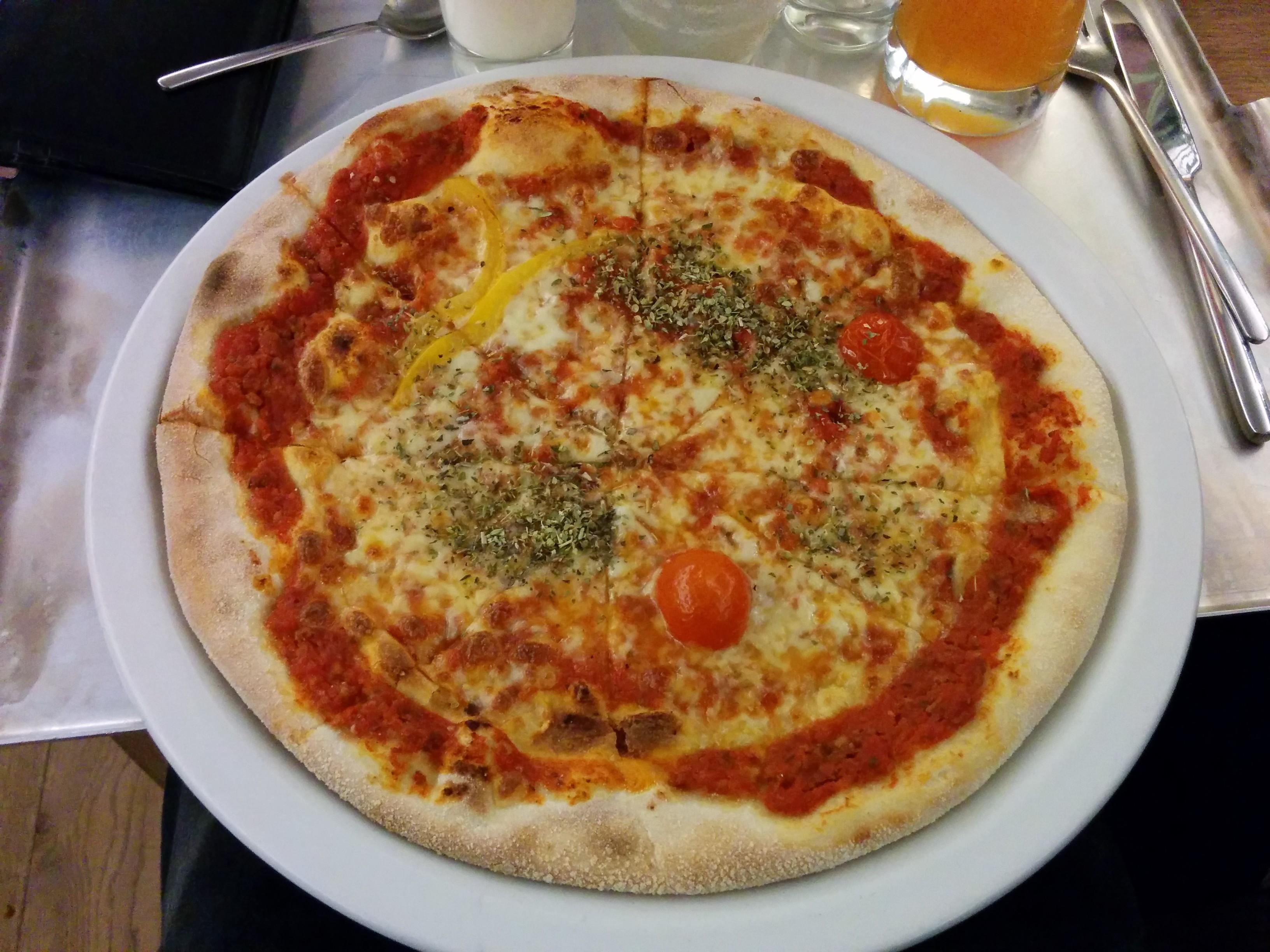 https://foodloader.net/nico_2013-12-29_vapiano_pizza-bolognese.jpg