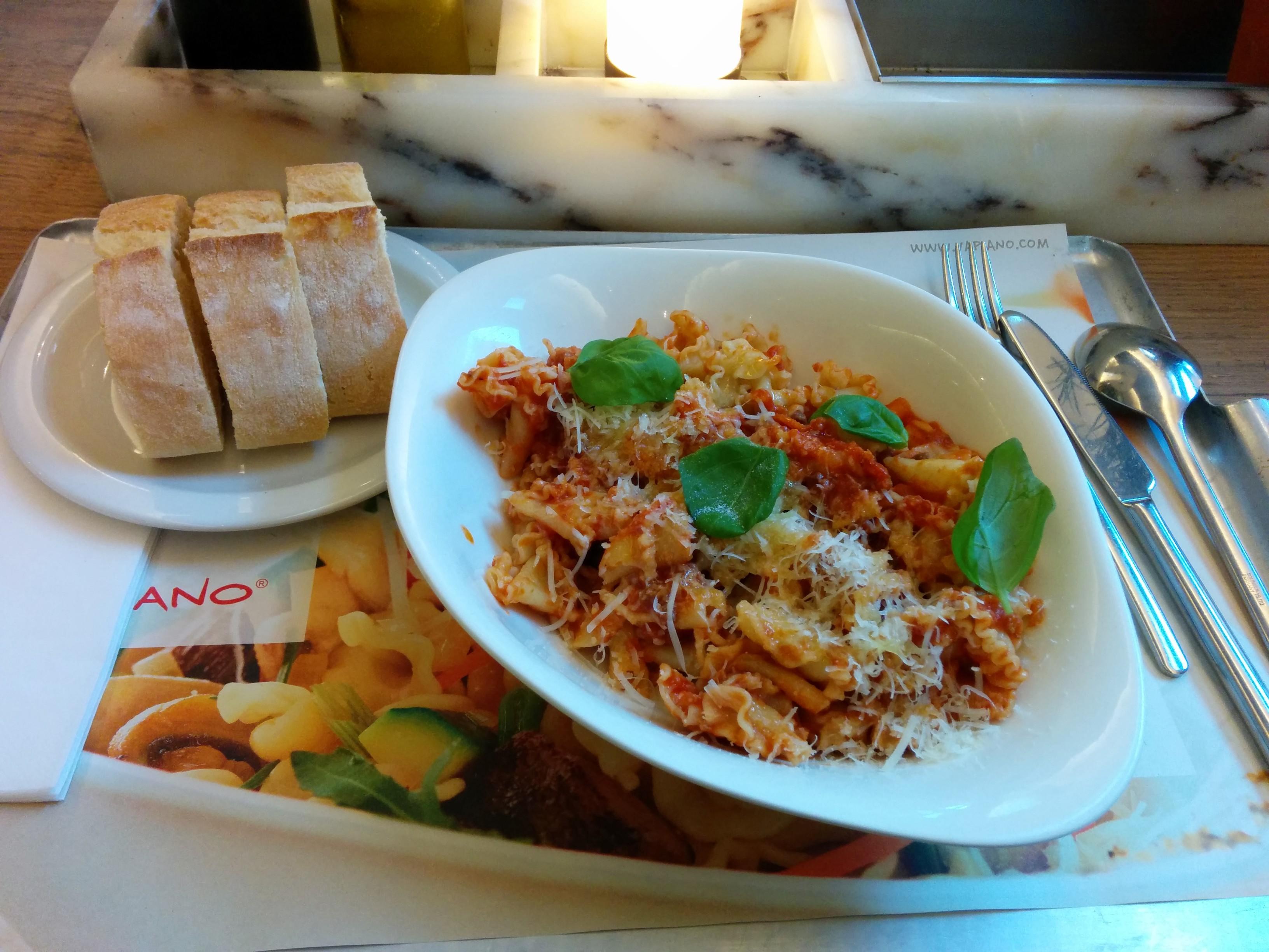https://foodloader.net/nico_2014-01-12_vapiano_campanelle-bolognese-mit-brot.jpg