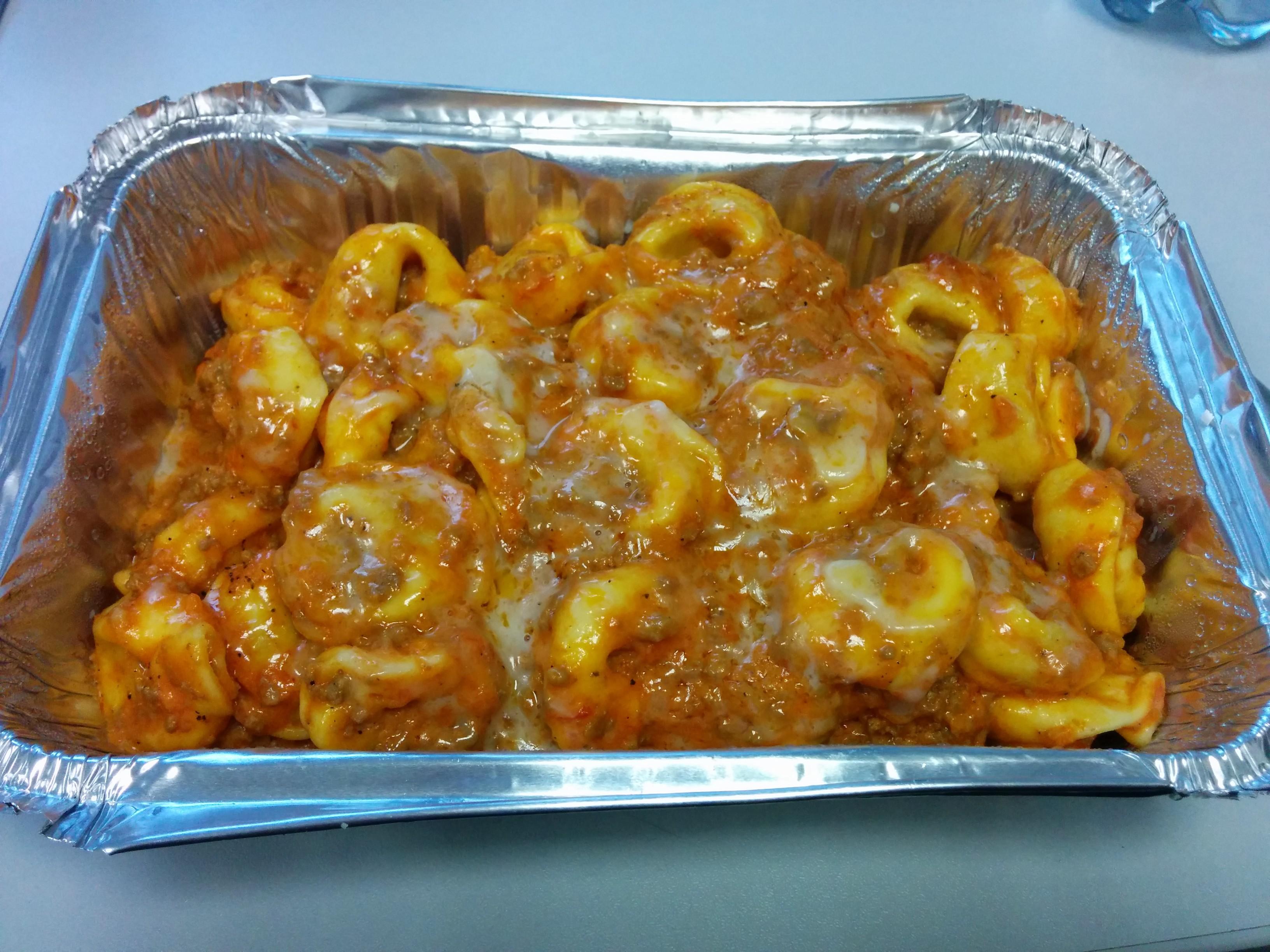 https://foodloader.net/nico_2014-01-14_tortellini-mit-bolognese-sahne-sauce.jpg