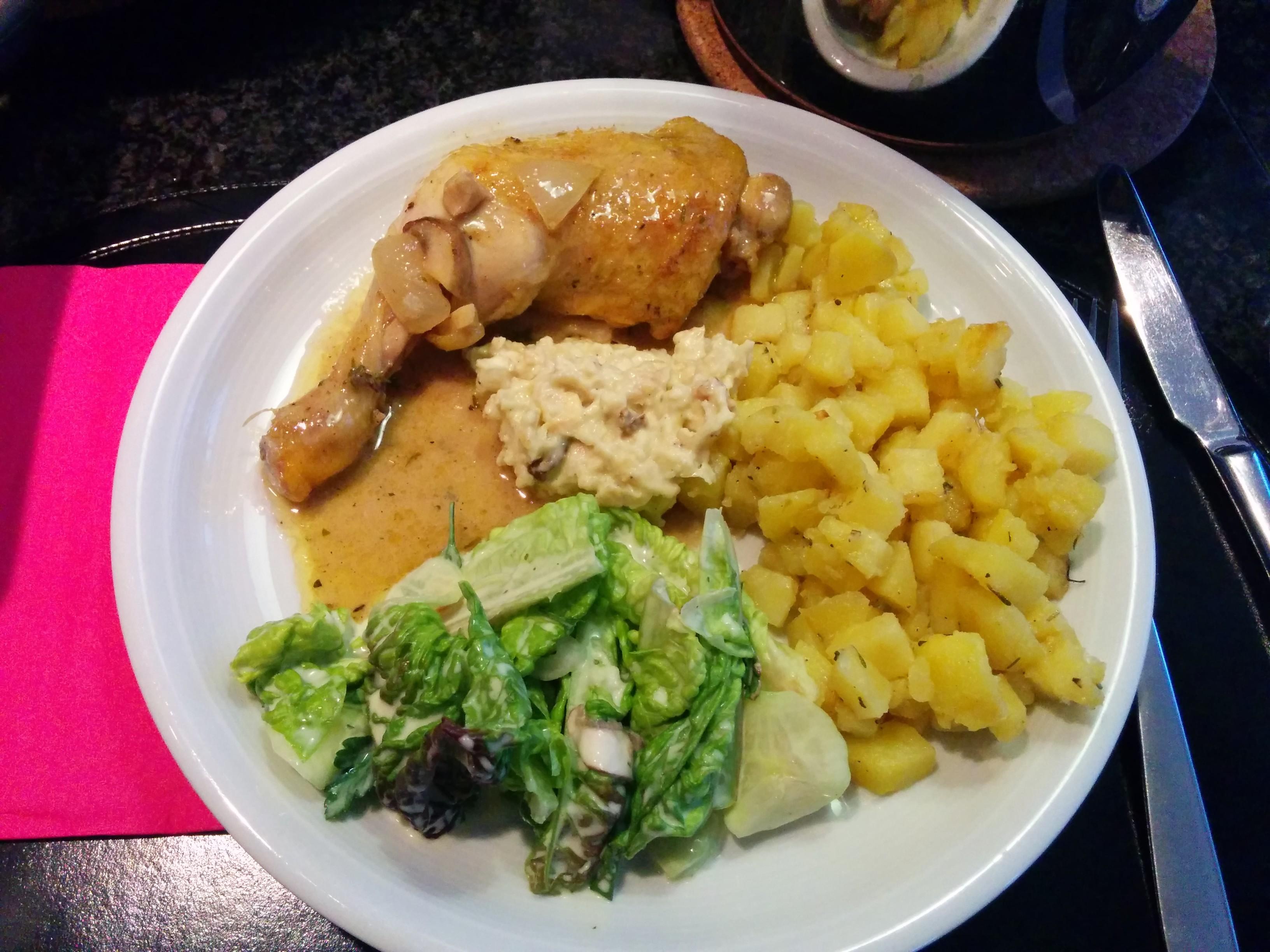 https://foodloader.net/nico_2014-02-09_maishaehnchenschlegel-mit-kartoffeln-und-salat.jpg