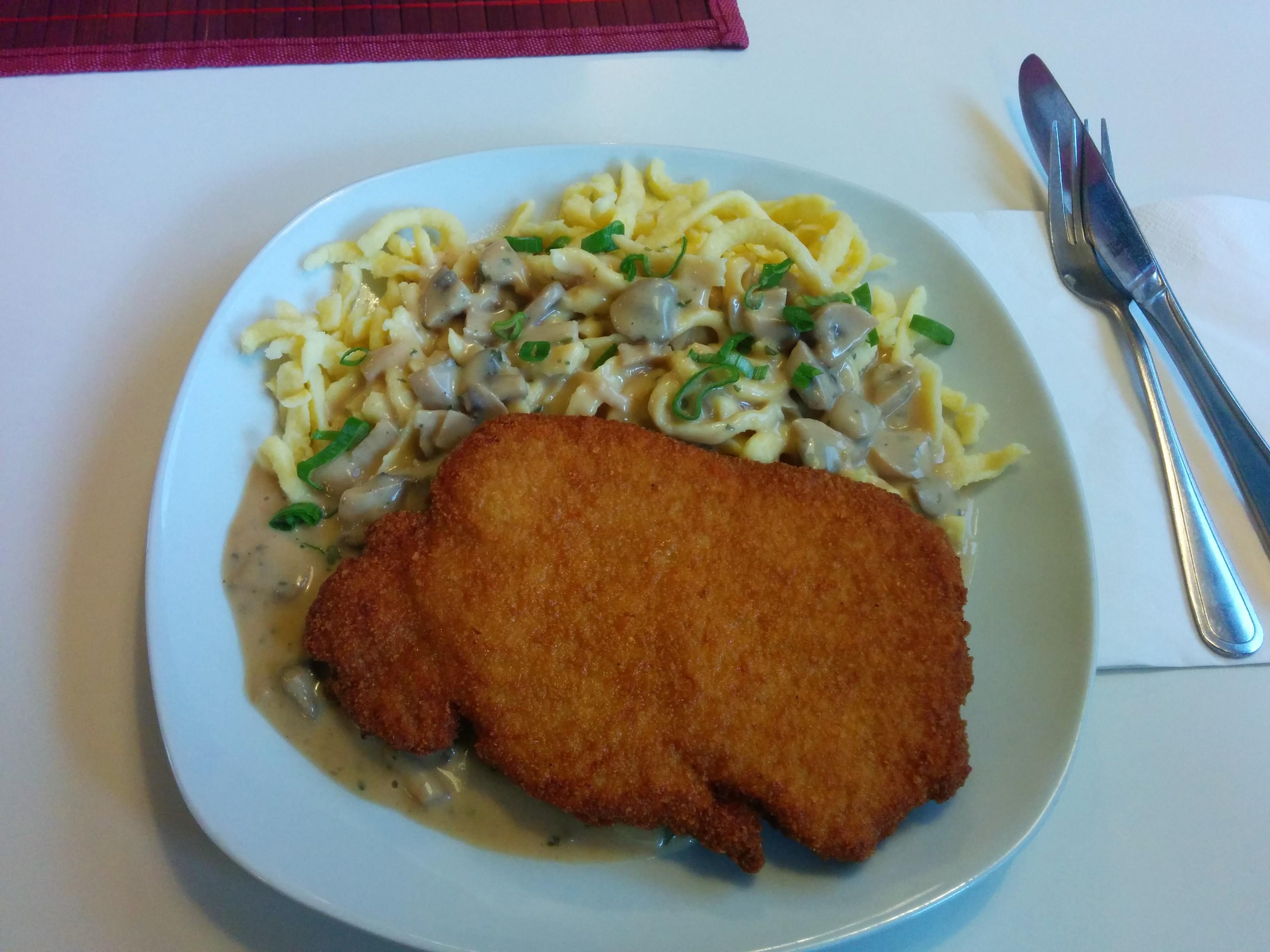 http://foodloader.net/nico_2014-02-21_schnitzel-mit-spaetzle-in-jaegersauce.jpg