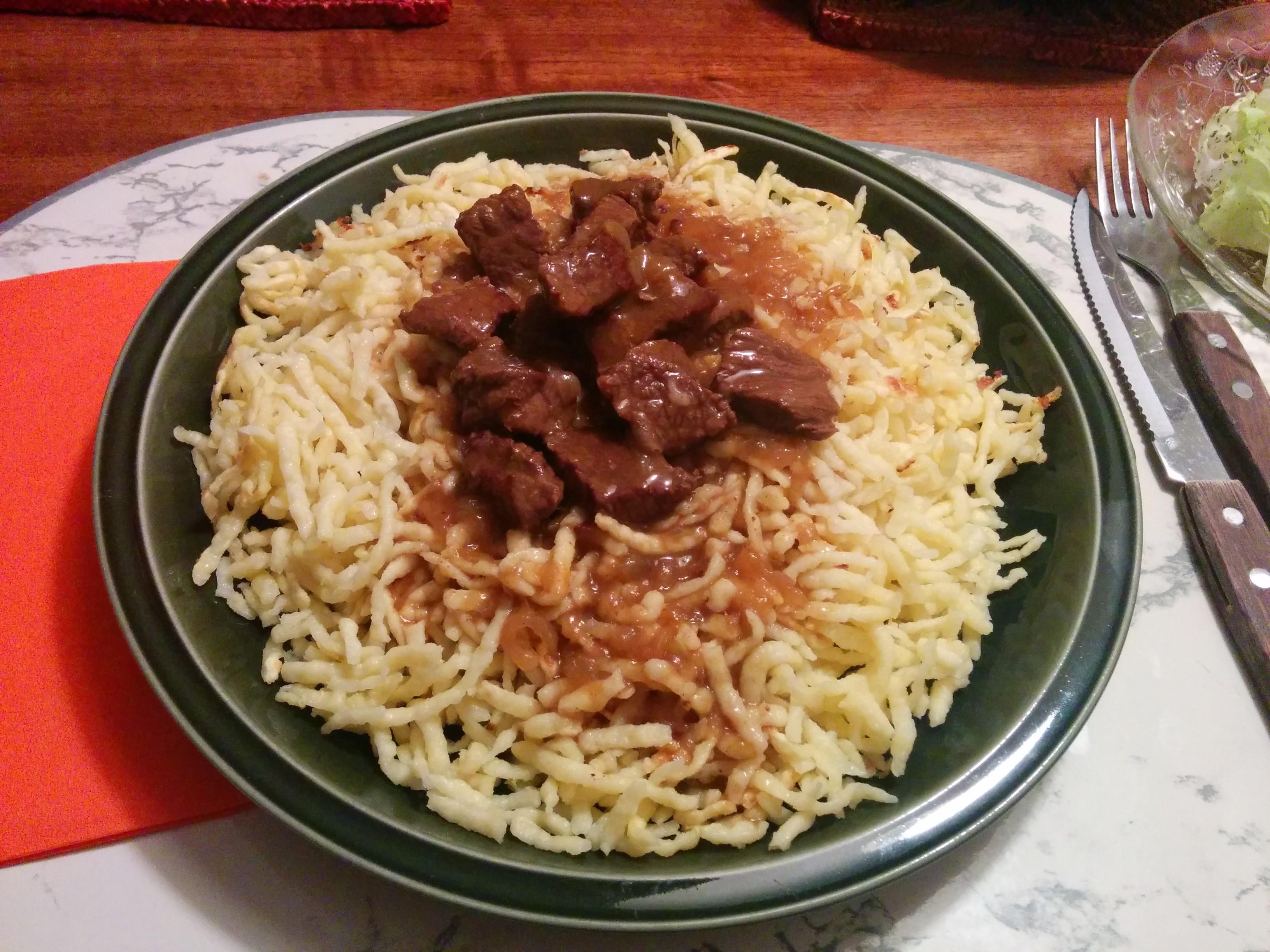 https://foodloader.net/nico_2014-03-05_gulasch-mit-spaetzle.jpg
