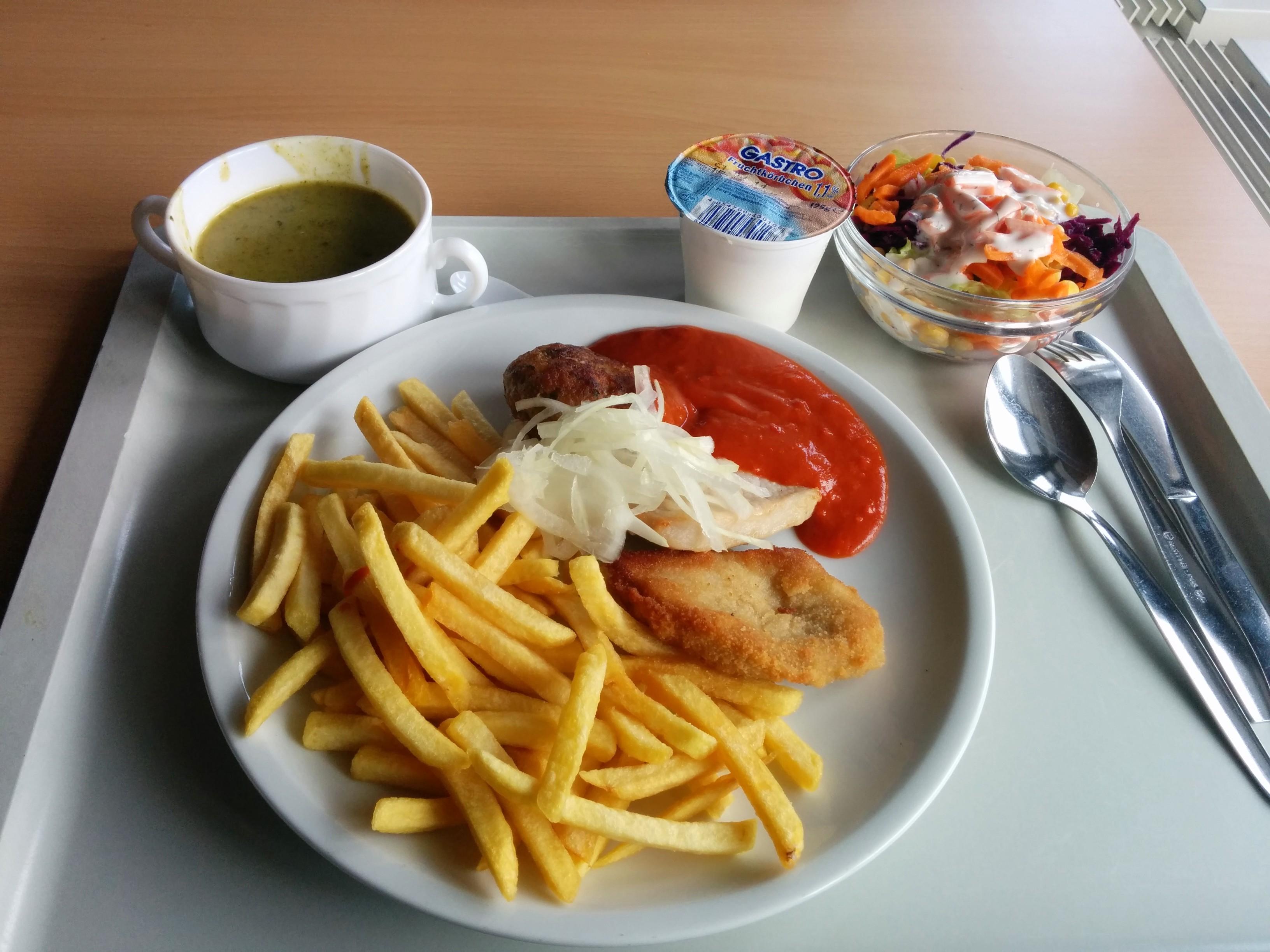 http://foodloader.net/nico_2014-03-27_grillteller-mit-pommes-spinatcremesuppe-salat-und-joghurt.jpg