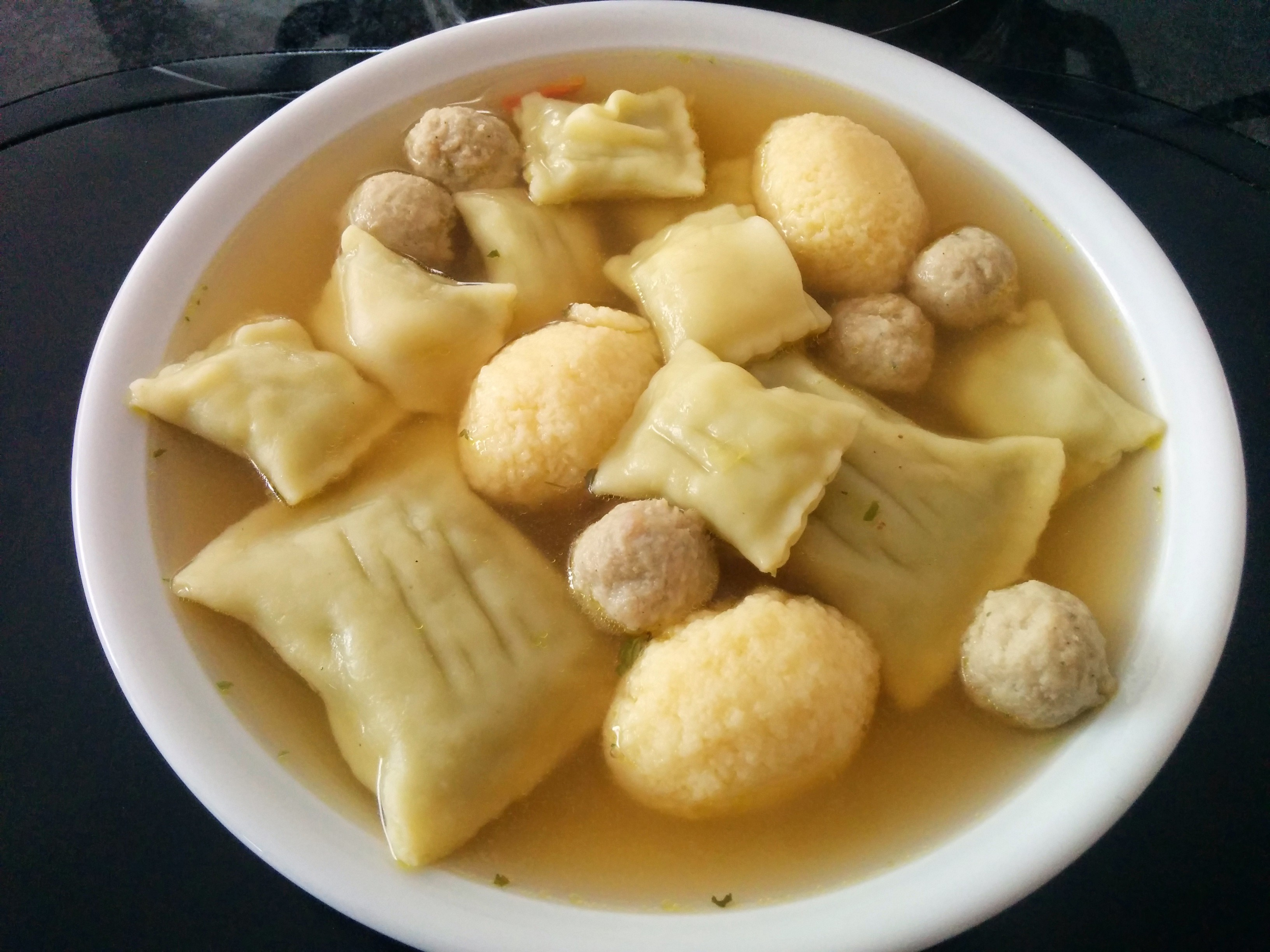 https://foodloader.net/nico_2014-06-14_hochzeitssuppe.jpg