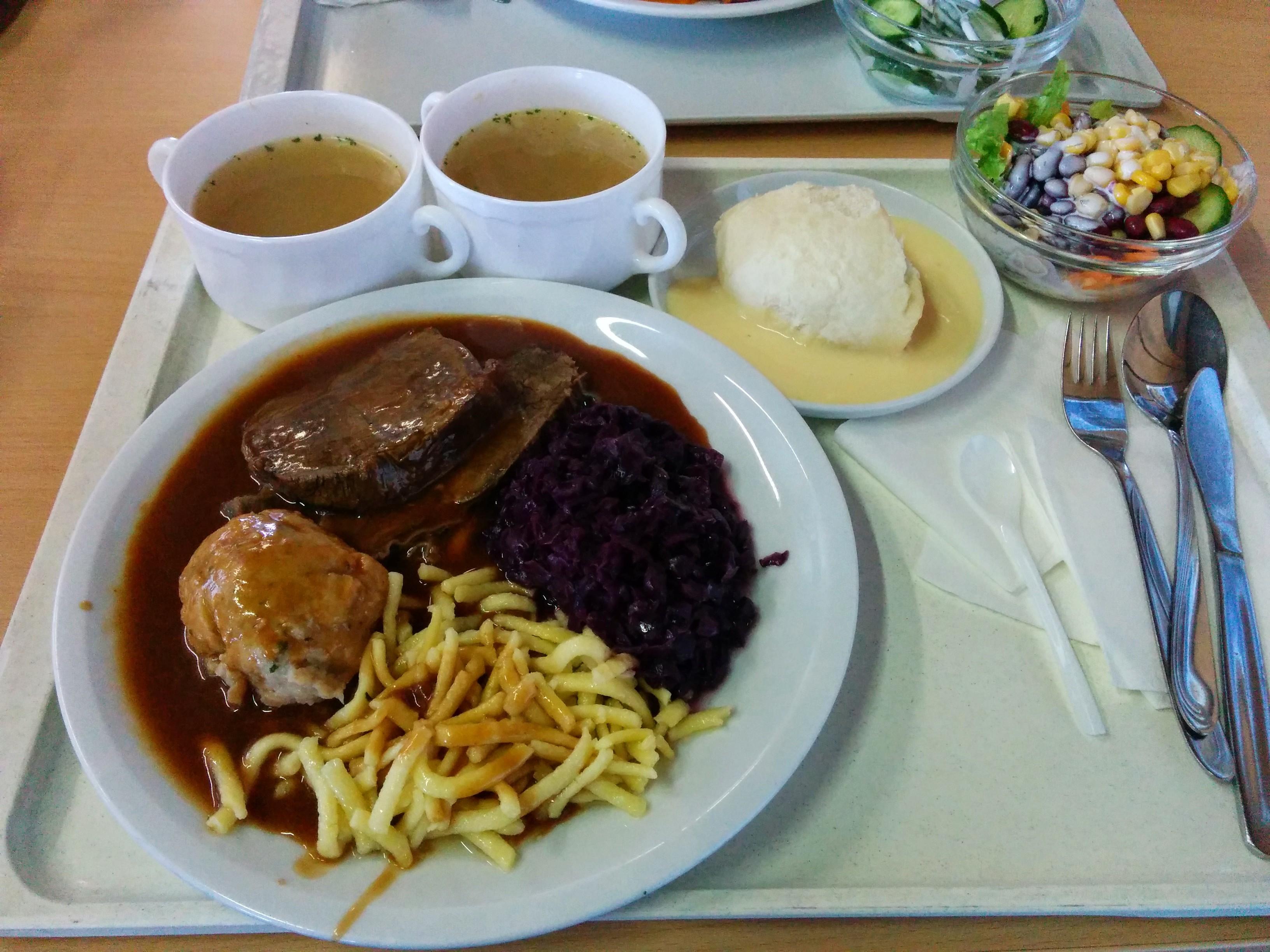 https://foodloader.net/nico_2014-06-26_sauerbraten-mit-knoedel-spaetzle-blaukraut-suppen-salat-und-nachtisch.jpg